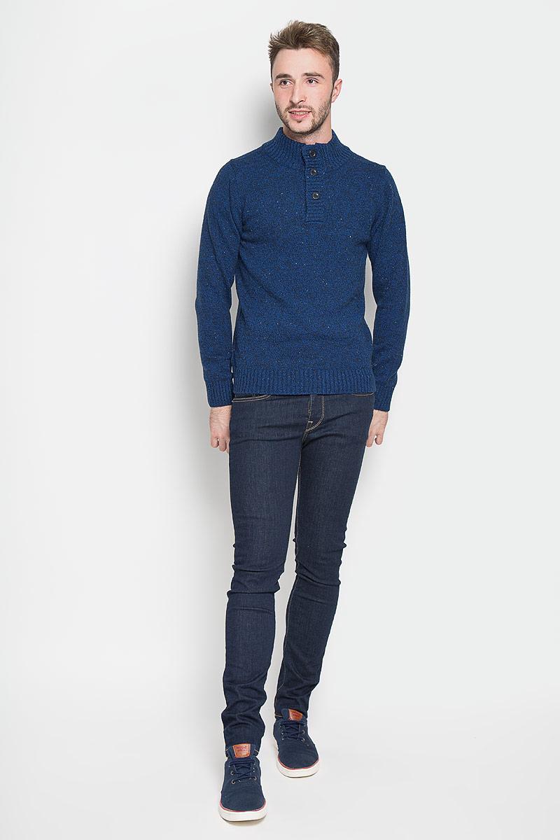 Свитер мужской Sela, цвет: темно-синий. JR-214/818-6323. Размер XL (52)JR-214/818-6323Оригинальный мужской свитер Sela, изготовленный из высококачественной пряжи из хлопка с добавлением акрила, нейлона и шерсти, мягкий и приятный на ощупь, не сковывает движений и обеспечивает наибольший комфорт.Модель с воротником-стойкой и длинными рукавами великолепно подойдет для создания современного образа в стиле Casual. Спереди свитер застегивается на три крупные пуговицы. Воротник, манжеты рукавов и низ изделия связаны резинкой.Этот свитер послужит отличным дополнением к вашему гардеробу. В нем вы всегда будете чувствовать себя уютно и комфортно в прохладную погоду.