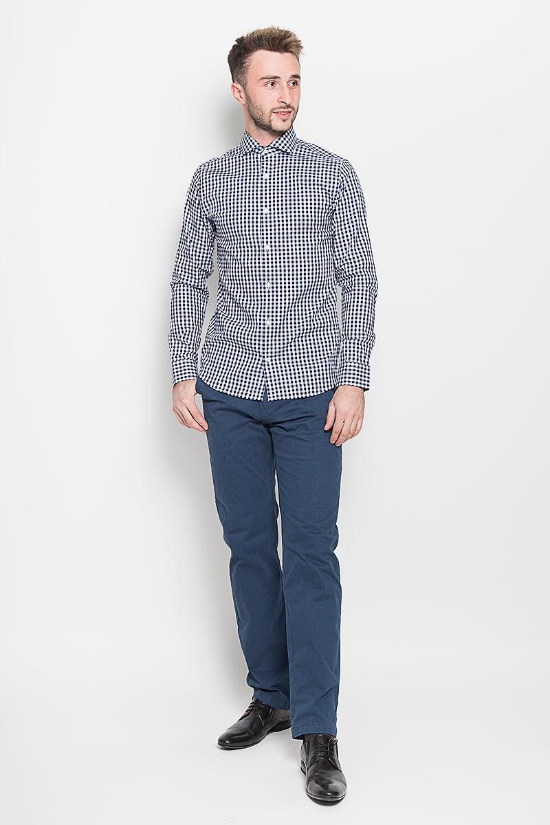 Рубашка мужская Jack & Jones, цвет: темно-синий, белый. 12101718. Размер L (48)12101718_Navy BlazerСтильная мужская рубашка Jack & Jones, выполненная из натурального хлопка, подчеркнет ваш уникальный стиль и поможет создать оригинальный образ. Такой материал великолепно пропускает воздух, обеспечивая необходимую вентиляцию, а также обладает высокой гигроскопичностью. Рубашка с длинными рукавами и отложным воротником застегивается на пуговицы спереди. Манжеты рукавов также застегиваются на пуговицы. Модель приталенного силуэта оформлена принтом в клетку.Такая рубашка будет дарить вам комфорт в течение всего дня и послужит замечательным дополнением к вашему гардеробу.