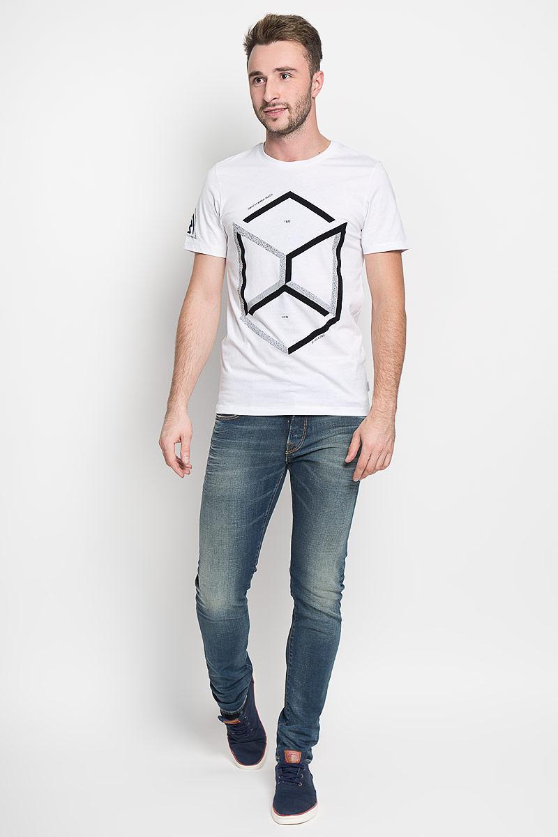 Футболка мужская Jack & Jones, цвет: белый. 12108908. Размер M (46)12108908_WhiteСтильная мужская футболка Jack & Jones, выполненная из натурального хлопка, обладает высокой теплопроводностью, воздухопроницаемостью и гигроскопичностью. Она необычайно мягкая и приятная на ощупь, не сковывает движения и превосходно пропускает воздух. Такая футболка превосходно подойдет как для занятий спортом, так и для повседневной носки.Модель с короткими рукавами и круглым вырезом горловины - идеальный вариант для создания модного современного образа. Футболка оформлена контрастными геометрическим принтом. Эта модель подарит вам комфорт в течение всего дня и послужит замечательным дополнением к вашему гардеробу.