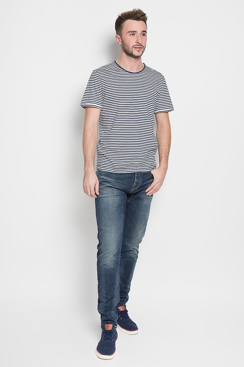 Футболка мужская Tom Tailor, цвет: синий, белый. 1035598.00.10_6758. Размер L (50)1035598.00.10_6758Стильная мужская футболка Tom Tailor выполнена из натурального хлопка. Материал очень мягкий и приятный на ощупь, обладает высокой воздухопроницаемостью и гигроскопичностью, позволяет коже дышать. Модель прямого кроя с круглым вырезом горловины и короткими рукавами. Футболка оформлена принтом в полоску. Низ изделия дополнен брендовой нашивкой. Горловина дополнена вставкой с эффектом необработанного края.Такая модель подарит вам комфорт в течение всего дня и послужит замечательным дополнением к вашему гардеробу.