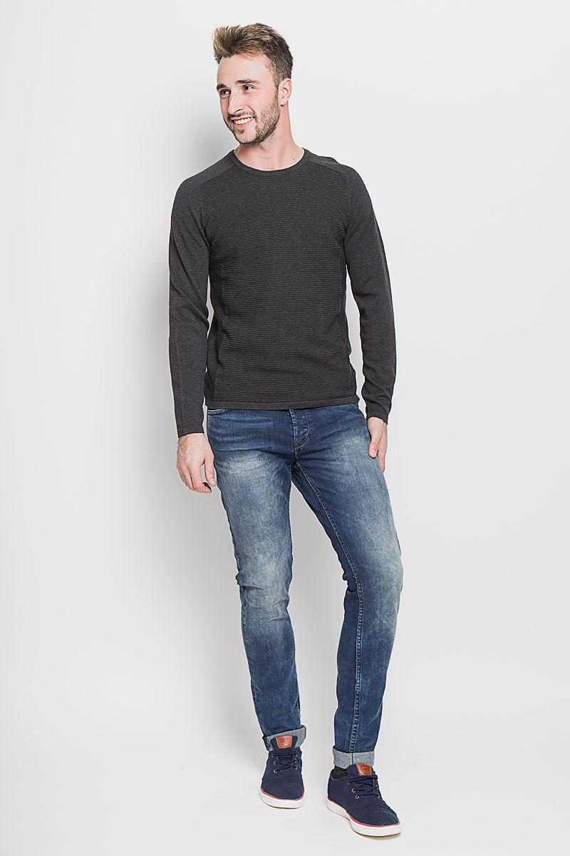 Джинсы мужские Only & Sons, цвет: синий. 22003944. Размер 28-34 (42-34)22003944_Medium Blue DenimМодные мужские джинсы Only & Sons - джинсы высочайшего качества на каждый день, которые прекрасно сидят.Модель зауженного к низу кроя и стандартной посадки изготовлена из эластичного хлопка. Застегиваются джинсы на пуговицы, также имеются шлевки для ремня.Спереди модель дополнена двумя втачными карманами и одним небольшим накладным кармашком, а сзади - двумя накладными карманами. Оформлено изделие эффектом потертости, металлическими клепками с логотипом бренда, контрастной прострочкой, перманентными складками и фирменной нашивкой на поясе.Эти стильные и в то же время комфортные джинсы послужат отличным дополнением к вашему гардеробу. В них вы всегда будете чувствовать себя уютно и комфортно.