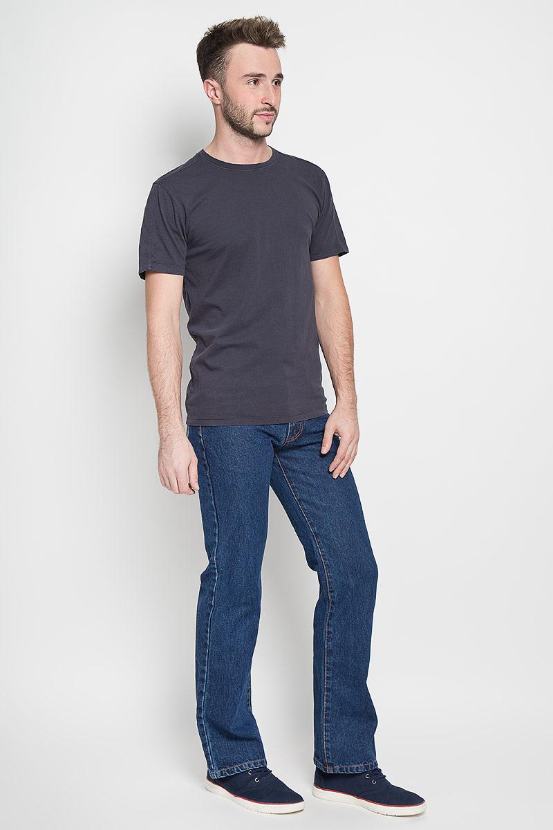 Джинсы мужские Montana, цвет: синий. 10061 SW. Размер 34-34 (50-34)10061 SWМужские джинсы Montana, выполненные из качественного хлопка, станут отличным дополнением к вашему гардеробу. Ткань плотная, тактильно приятная, позволяет коже дышать. Джинсы прямого кроя и средней посадки застегиваются на металлическую пуговицу в поясе и имеют ширинку на застежке-молнии, а также шлевки для ремня. Модель имеет классический пятикарманный крой: спереди - два втачных кармана и один маленький накладной, а сзади - два накладных кармана. Оформлены контрастной прострочкой. Отличное качество, дизайн и расцветка делают эти джинсы стильным и модным предметом мужской одежды.