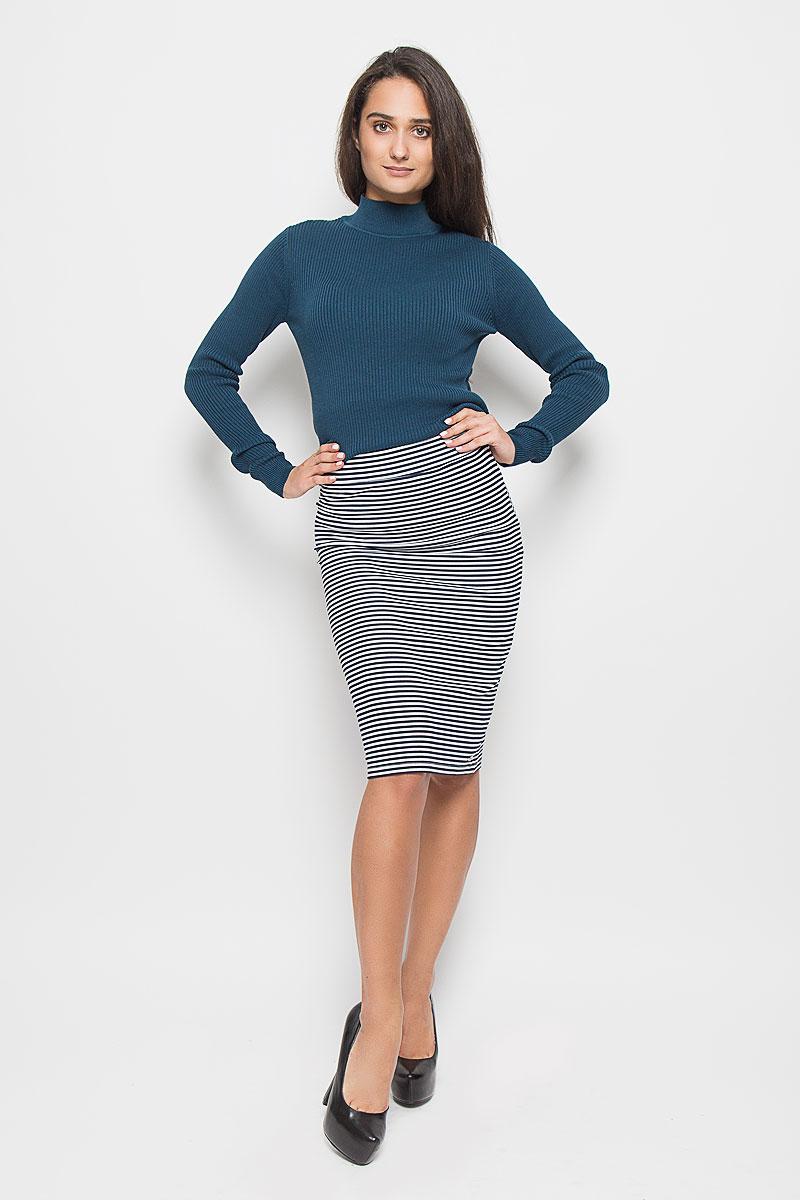 Юбка Tom Tailor Denim, цвет: белый, темно-синий. 5513300.00.71_8005. Размер S (44)5513300.00.71_8005Стильная облегающая юбка Tom Tailor Denim длиной до колен с посадкой на талии будет отлично смотреться на вас. Модель выполнена из высококачественного материала, что позволяет прекрасно подчеркнуть фигуру. На талии - широкая эластичная резинка. Оформлено изделие контрастным принтом в полоску. Эта юбка идеальный вариант для создания эффектного образа.
