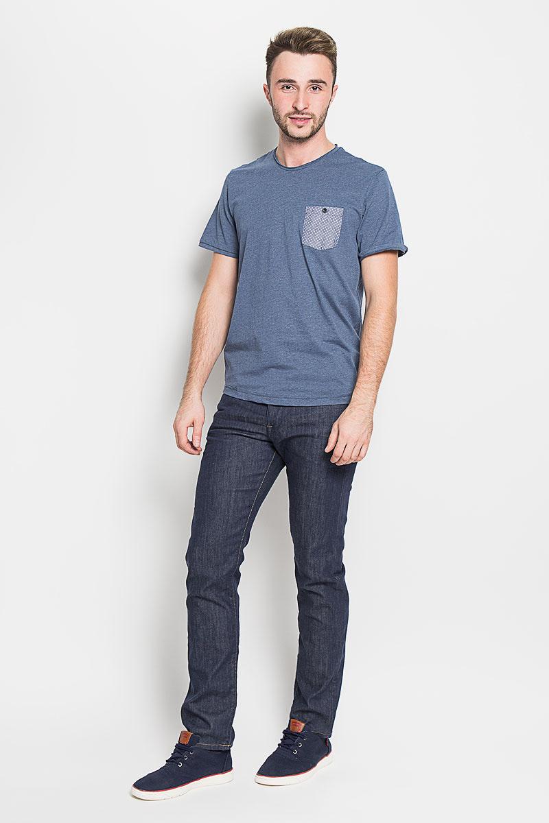Футболка мужская Tom Tailor, цвет: синий. 1035613.01.10_6865. Размер L (50)1035613.01.10_6865Стильная мужская футболка Tom Tailor выполнена из хлопка с добавлением полиэстера. Материал очень мягкий и приятный на ощупь, обладает высокой воздухопроницаемостью и гигроскопичностью, позволяет коже дышать. Модель прямого кроя с круглым вырезом горловины и короткими рукавами. Горловина оформлена эффектом необработанного края. На груди модель дополнена небольшим накладным кармашком на пуговице.Такая модель будет дарить вам комфорт в течение всего дня и послужит замечательным дополнением к вашему гардеробу.