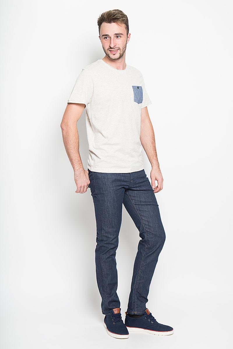 Футболка мужская Tom Tailor, цвет: серо-бежевый. 1035613.01.10_2649. Размер S (46)1035613.01.10_2649Стильная мужская футболка Tom Tailor выполнена из натурального хлопка. Материал очень мягкий и приятный на ощупь, обладает высокой воздухопроницаемостью и гигроскопичностью, позволяет коже дышать. Модель прямого кроя с круглым вырезом горловины и короткими рукавами. Горловина оформлена эффектом необработанного края. На груди модель дополнена небольшим накладным кармашком на пуговице.Такая модель будет дарить вам комфорт в течение всего дня и послужит замечательным дополнением к вашему гардеробу.