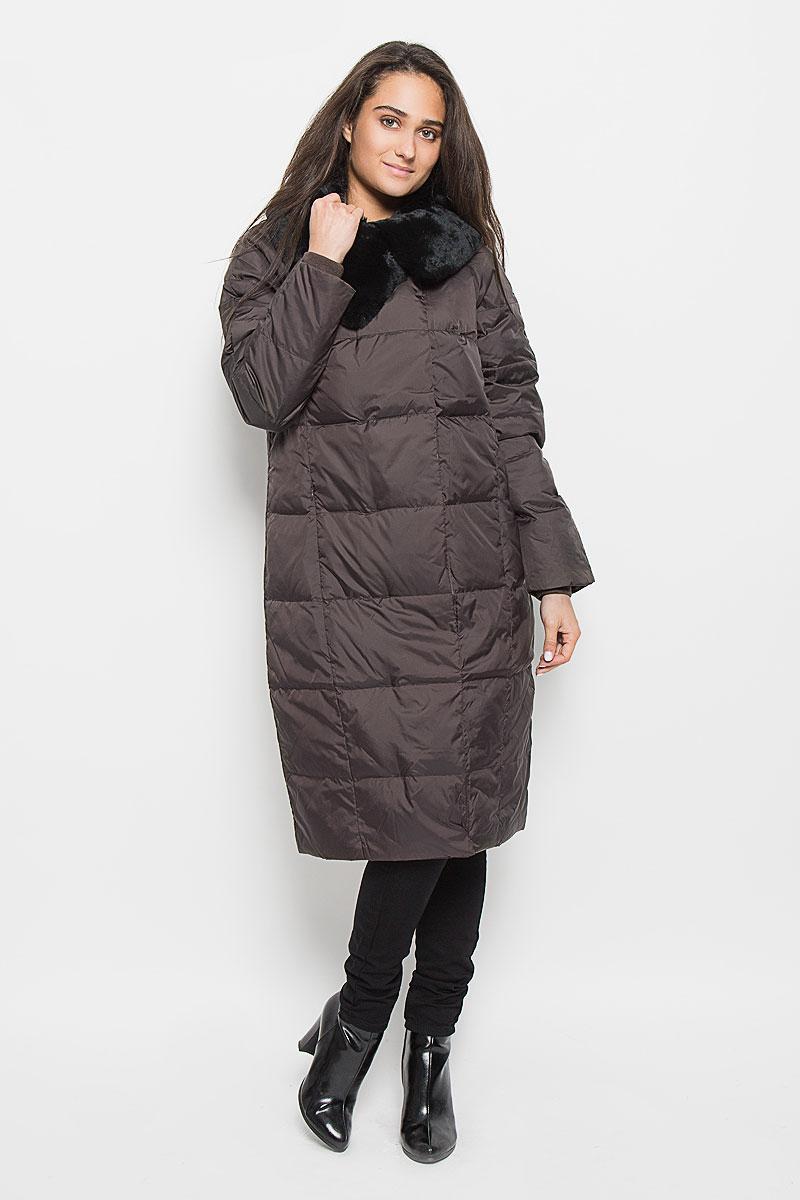 Пальто женское Sela Casual Wear, цвет: шоколадный. Ced-126/654-6414. Размер S (44)Ced-126/654-6414Удобное и теплое женское пальто Sela Casual Wear с наполнителем из пуха и пера согреет вас в холодную погоду и позволит выделиться из толпы. Удлиненная модель с воротником-стойкой выполнена из высококачественного материала, застегивается на молнию спереди и имеет ветрозащитный клапан на кнопках. Воротник дополнен съемным натуральным мехом кролика. Пальто дополнено двумя втачными карманами на потайных застежках-молниях, с внутренней стороны имеется один карман на молнии. Длинные рукава-реглан дополнены трикотажными манжетами, что предотвращает проникновение холодного воздуха.Это модное и комфортное пальто - отличный вариант для прогулок, оно подчеркнет ваш изысканный вкус и поможет создать неповторимый образ.