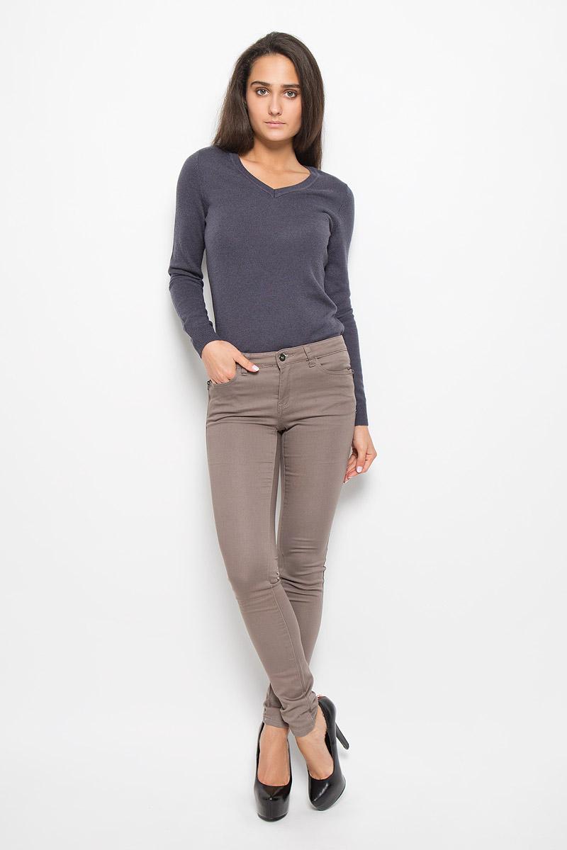 Брюки женские Sela, цвет: серо-коричневый. P-315/782-6313. Размер S (44)P-315/782-6313Стильные женские брюки Sela станут отличным дополнением к вашему современному образу. Модель зауженного кроя выполнена из эластичного хлопка с добавлением полиэстера. Застегиваются брюки на металлическую пуговицу в поясе и ширинку на застежке-молнии, имеются шлевки для ремня. Спереди модель дополнена двумя втачными карманами и маленьким накладным кармашком, а сзади - двумя накладными карманами. Спереди модель оформлена имитацией карманов на молниях.В этих брюках вы всегда будете чувствовать себя уютно и комфортно.