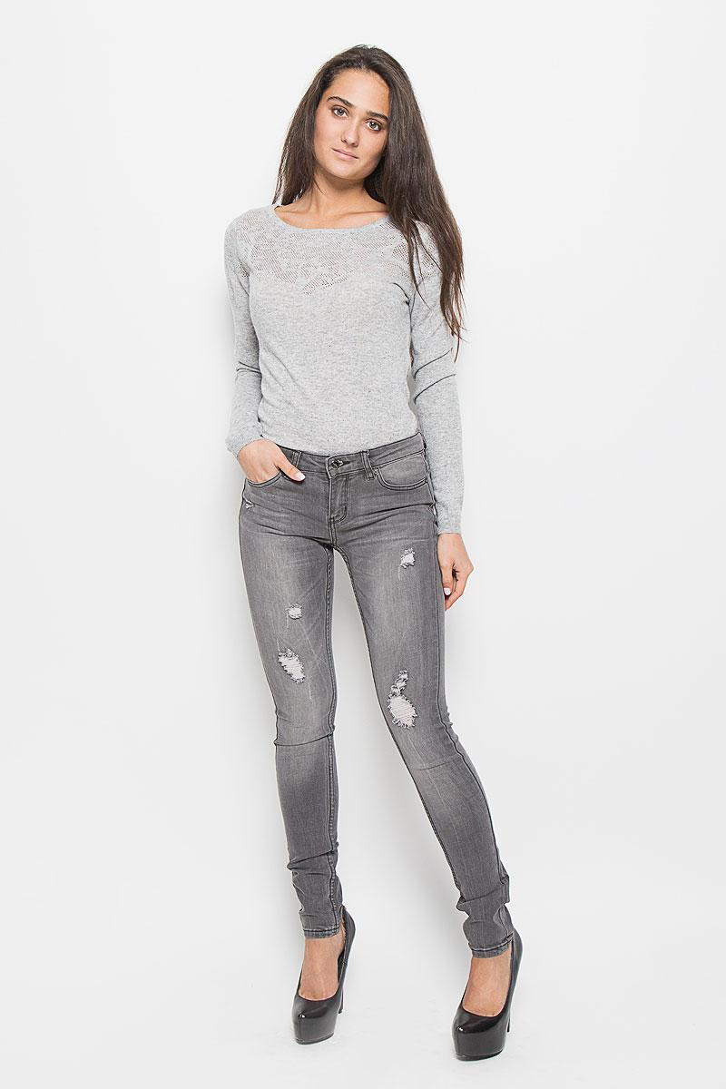 Джинсы женские Sela, цвет: серый деним. PJ-135/559-6352. Размер 29-32 (46-32)PJ-135/559-6352Модные женские джинсы Sela станут отличным дополнением к вашему гардеробу. Изготовленные из эластичного хлопка, они мягкие и приятные на ощупь, не сковывают движения и позволяют коже дышать. Джинсы-скинни застегиваются на металлическую пуговицу и имеют ширинку на застежке-молнии, а также шлевки для ремня. Спереди расположены два втачных кармана и один маленький накладной, а сзади - два накладных кармана. Изделие оформлено эффектом искусственного состаривания денима: прорезями, потертостями, перманентными складками.Современный дизайн и расцветка делают эти джинсы стильным предметом женской одежды. Это идеальный вариант для тех, кто хочет заявить о себе и своей индивидуальности.
