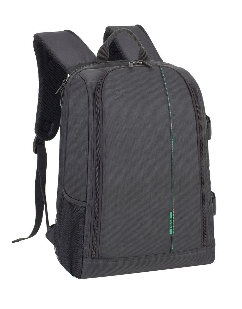 Riva 7490 SLR Backpack, Black рюкзак для зеркальной фотокамеры6694Riva 7490 SLR Backpack - это рюкзак для зеркальной фотокамеры с отделением для 15.6 ноутбука. Рюкзак выполнен из высококачественного полиэстера, имеет утолщенные стенки для лучшей защиты камеры от случайных ударов и царапин, а также от пыли и влаги. Основное отделение закрывается на двойную застежку «молнию» и обеспечивает быстрый доступ к фотокамере и объективам. Также дополнительно возможно разместить 4 объектива, вспышку, бинокль с помощью системы внутренних передвижных перегородок. Имеется внешний боковой карман для аксессуаров, ёмкостей с водой. Боковые петли можно использовать для переноски штатива. Мягкая спинка и уплотненные регулируемые наплечные ремни для длительного комфортного ношения рюкзака.