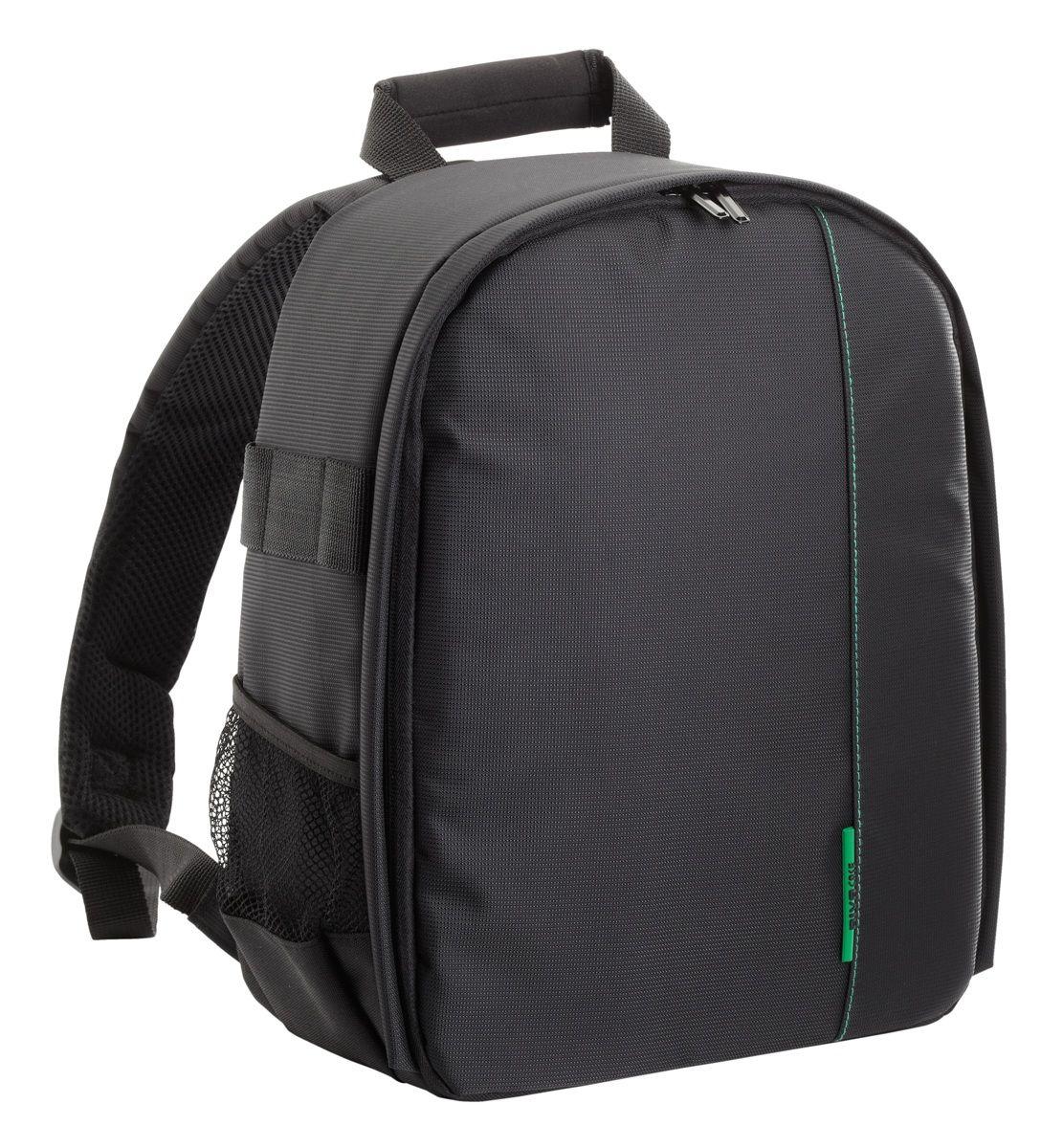 Riva 7460 SLR Backpack, Black рюкзак для зеркальной фотокамеры6469Riva 7460 SLR Backpack - стильный рюкзак для зеркальной фотокамеры с установленным объективом. Зеленая внутренняя подкладка из высококачественного нейлона надежно защитит вашу камеру от случайных ударов и царапин, а также от пыли и влаги. Дополнительно возможно разместить 2 объектива, вспышку, бинокль с помощью системы внутренних передвижных перегородок. Основное отделение закрывается на двойную застежку «молнию» и обеспечивает быстрый доступ к фотокамере и объективам. Для удобства также предусмотрены два внешних боковых кармана для аксессуаров или емкостей с водой и два внутренних кармана для карт памяти и аксессуаров. Боковые петли рюкзака можно использовать для переноски штатива. Мягкая спинка и уплотненные регулируемые наплечные ремни и ручка для переноски в руках предусмотрены для длительного комфортного ношения рюкзака.