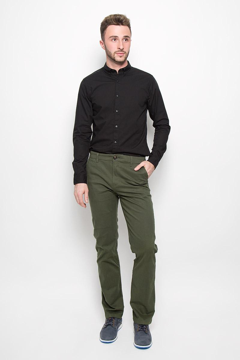 Брюки мужские Sela Casual Wear, цвет: зеленый. P-215/510-6323. Размер M (48)P-215/510-6323Стильные мужские брюки Sela Casual Wear, выполненные из эластичного хлопка, отлично дополнят ваш образ. Материал изделия плотный, тактильно приятный, позволяет коже дышать. Брюки застегиваются на пуговицу и имеют ширинку на застежке-молнии. На поясе предусмотрены шлевки для ремня. Спереди модель дополнена двумя втачными карманами со скошенными краями, сзади - двумя врезными карманами на пуговицах. Высокое качество кроя и пошива, дизайн и расцветка придают изделию неповторимый стиль и индивидуальность. Модель займет достойное место в вашем гардеробе!