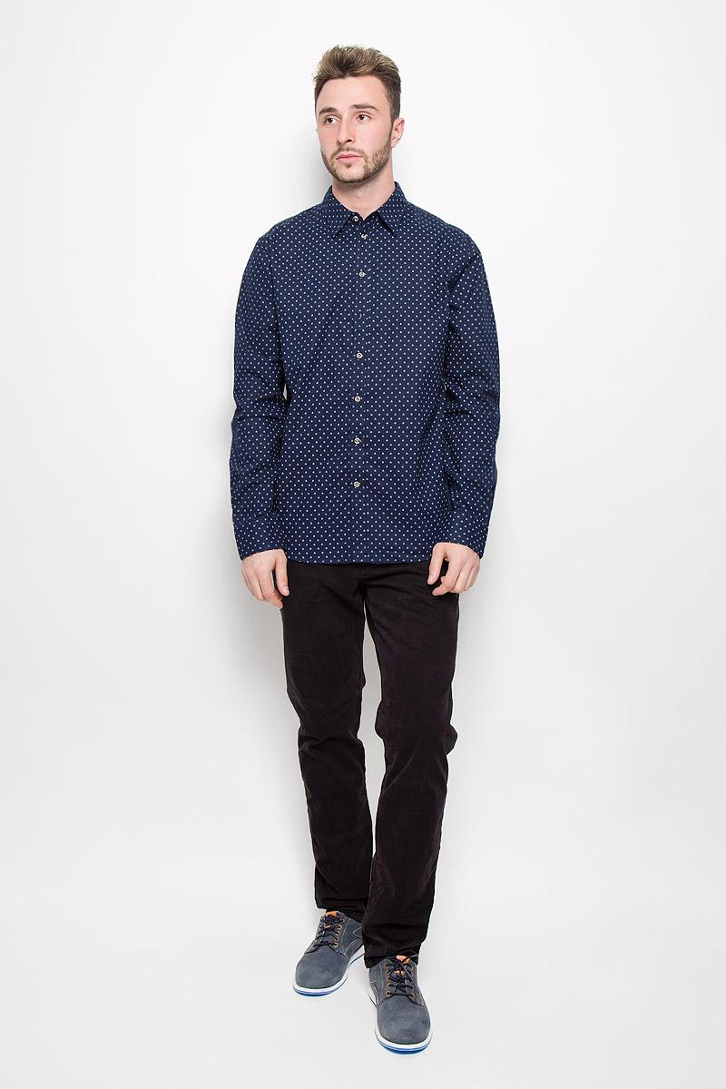 Рубашка мужская Sela Casual Wear, цвет: темно-синий. H-212/729-6424. Размер 39 (44)H-212/729-6424Мужская рубашка Sela Casual Wear выполнена из натурального хлопка. Материал изделия тактильно приятный, не сковывает движения и хорошо пропускает воздух.Рубашка с отложным воротником и длинными рукавами застегивается спереди на пуговицы по всей длине. На манжетах также предусмотрены застежки-пуговицы. Модель оформлена ненавязчивым принтом. Такая рубашка будет дарить вам комфорт в течение всего дня и станет стильным дополнением к вашему гардеробу.