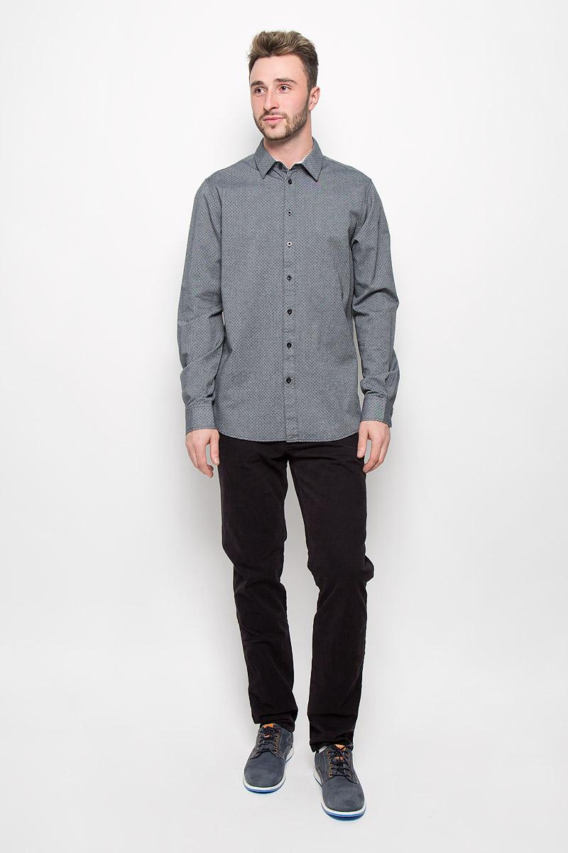 Рубашка мужская Sela, цвет: серый. H-212/696-6321. Размер 40 (46)H-212/696-6321Стильная мужская рубашка Sela, изготовленная из натурального хлопка, необычайно мягкая и приятная на ощупь, не сковывает движения и позволяет коже дышать, не раздражает даже самую нежную и чувствительную кожу, обеспечивая наибольший комфорт.Модная рубашка с длинными рукавами и отложным воротником застегивается на пуговицы. Рукава дополнены манжетами на пуговицах. Модель оформлена ненавязчивым принтом.Эта рубашка идеальный вариант для повседневного гардероба. Такая модель порадует настоящих ценителей комфорта и практичности!