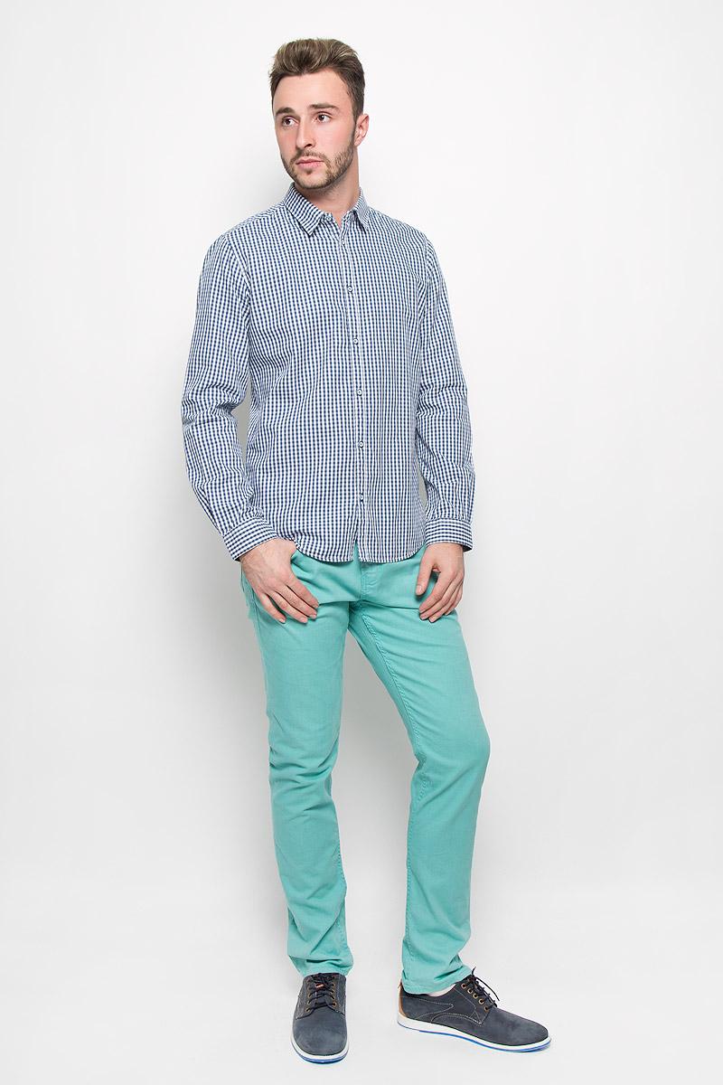 Рубашка мужская Tom Tailor, цвет: синий, белый. 2032267.00.10_6865. Размер XL (52)2032267.00.10_6865Стильная мужская рубашка Tom Tailor, изготовленная из натурального хлопка, необычайно мягкая и приятная на ощупь, не сковывает движения и позволяет коже дышать, не раздражает даже самую нежную и чувствительную кожу, обеспечивая наибольший комфорт.Модная приталенная рубашка в клетку с длинными рукавами и отложным воротником застегивается на пуговицы. Рукава дополнены манжетами на пуговицах.Эта рубашка - идеальный вариант для повседневного гардероба. Такая модель порадует настоящих ценителей комфорта и практичности!