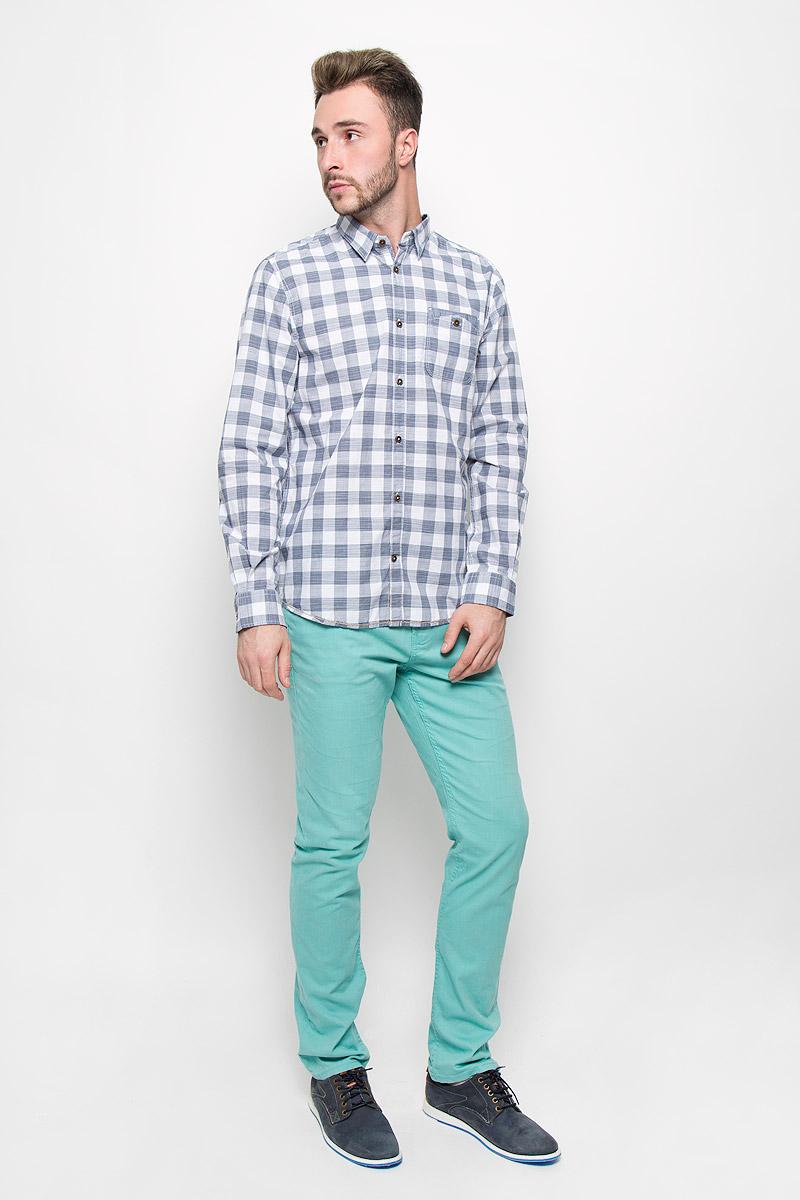 Рубашка мужская Tom Tailor, цвет: синий, белый. 2032221.00.10_6519. Размер L (50)2032221.00.10_6519Стильная мужская рубашка Tom Tailor, изготовленная из натурального хлопка, необычайно мягкая и приятная на ощупь, не сковывает движения и позволяет коже дышать, не раздражает даже самую нежную и чувствительную кожу, обеспечивая наибольший комфорт.Модная рубашка с длинными рукавами и отложным воротником застегивается на пуговицы. Модель дополнена на груди накладным двойным карманом на пуговице. Рубашка оформлена принтом в клетку. Рукава дополнены манжетами на пуговицах.Эта рубашка - идеальный вариант для повседневного гардероба. Такая модель порадует настоящих ценителей комфорта и практичности!