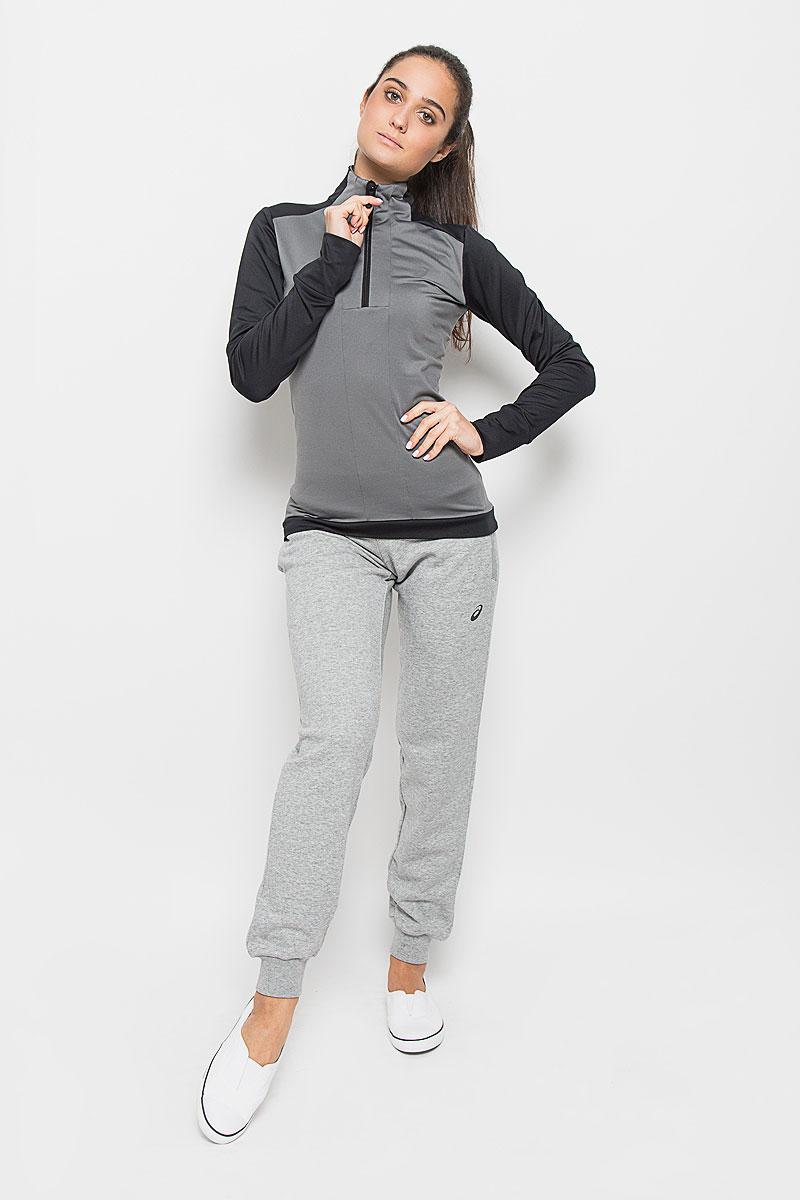 Лонгслив для бега женский Asics Ls 1/2 Zip Winter Top, цвет: черный, серый. 134611-0904. Размер XS (40/42)134611-0904Женский лонгслив для бега Asics Ls 1/2 Zip Winter Top выполнен из полиэстера с добавлением эластана. Ткань, изготовленная с применением технологии Motion Therm, обеспечивает защиту от внешних воздействий окружающей среды.Модель с длинными рукавами и воротником-стойкой спереди застегивается на застежку-молнию. Изделие оформлено светоотражающим логотипом спереди и светоотражающими рисунками сзади. Низ рукавов дополнен небольшими разрезами для пальцев. Сзади расположен небольшой втачной карман на застежке-молнии. Спинка модели немного удлинена. В этом лонгсливе вы будете выглядеть стильно, а ваше тело будет дышать. Вам не придется жертвовать внешним видом ради скорости, ведь эластичный и легкий трикотаж отлично смотрится.Лонгслив станет отличным дополнением к вашему гардеробу, в нем вам будет удобно и комфортно.