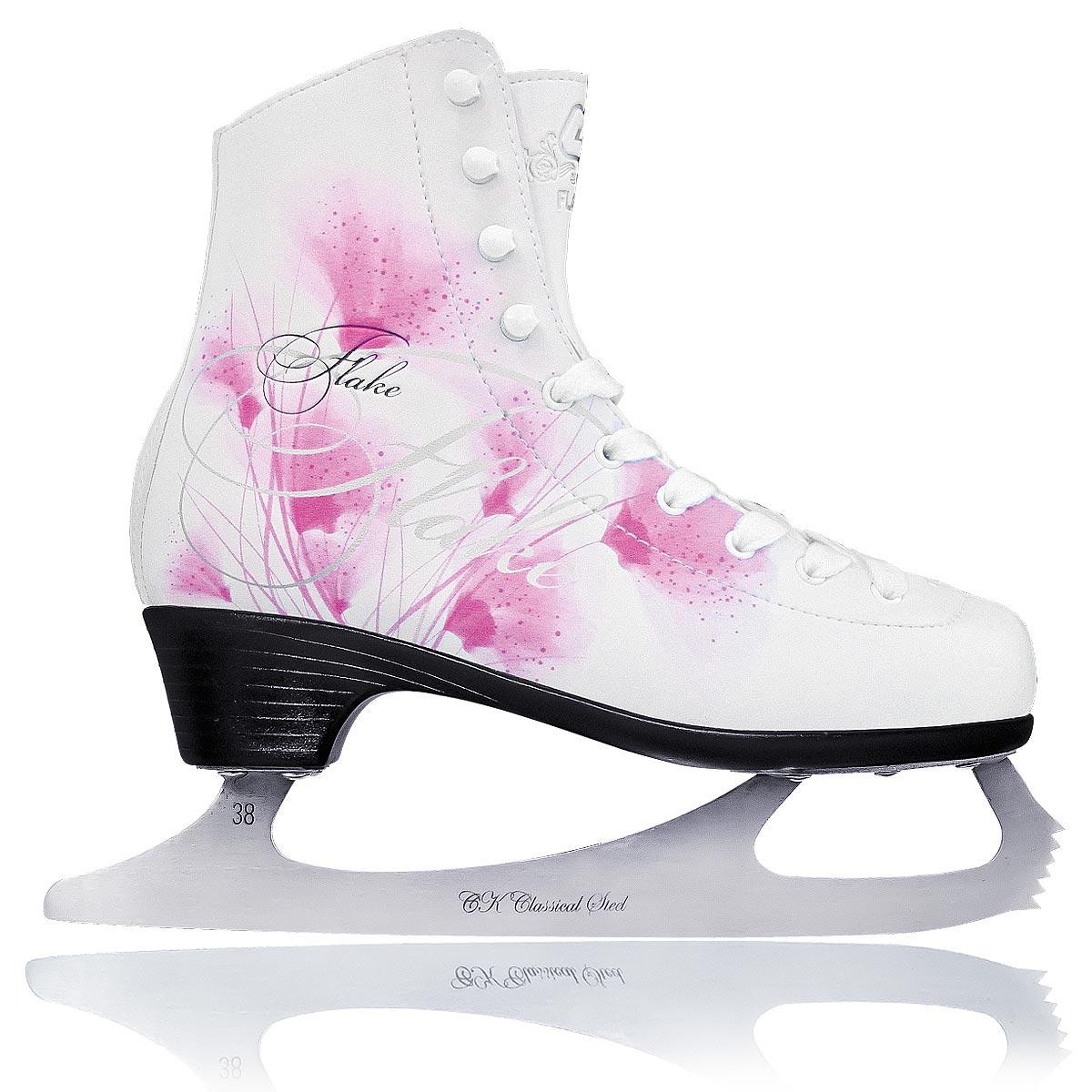 Коньки фигурные женские CK Flake Leather, цвет: белый, фуксия. Размер 39FLAKE leather_белый, фуксия_39Фигурные коньки от CK Flake Leather идеально подойдут для любительского катания. Модель выполнена из современной морозоустойчивой искусственной кожи с высокой, плотной колодкой и усиленным задником, обеспечивающим боковую поддержку ноги. Внутренняя поверхность из натуральной кожи обеспечивает удобство во время движения. Анатомический язычок из войлока и искусственной кожи идеально облегает стопу и повышает комфорт. Стелька из упругого пенного полимерного материала EVA предназначена для быстрой адаптации ботинка к индивидуальным формам ноги и ее комфортного положения. Ботинок полностью обволакивает ногу, обеспечивает прочную и удобную фиксацию ноги, а также повышенную защиту от ударов. Модель фиксируется на ноге классической шнуровкой. Лезвие выполнено из нержавеющей стали, оно обладает высокой твердостью и долго держит заточку. Модель имеет запатентованную форму лезвия. Уменьшенная передняя пластина и расположение точек опоры стоек оптимально располагают переднюю точку баланса и позволяют улучшить контроль при опоре на переднюю часть конька. Новая запатентованная подошва Graceful обладает элегантным дизайном, повышенной твердостью и пониженным весом. Более высокий каблук делает ногу более изящной и стройной, а также повышает управляемость и маневренность конька.