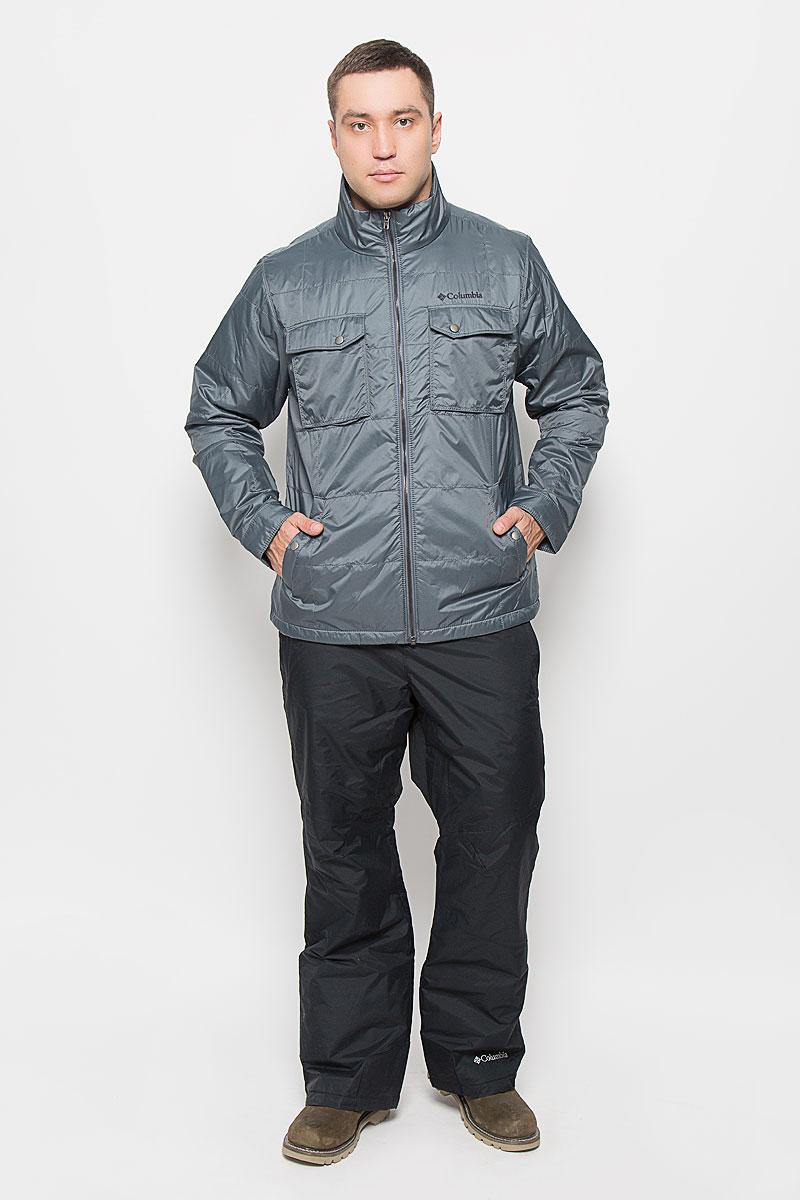 Куртка мужская Columbia Upper Barron Jacket, цвет: темно-серый. 1693921-053. Размер XL (52/54)1693921-053Отличная мужская куртка Columbia Upper Barron Jacket, выполненная из нейлона, незаменимая вещь в прохладную погоду. Подкладка, выполненная их нейлона, оснащена технологией терморегуляции Thermal Coil - технология отражения собственного тепла человека. Изделие дополнено утеплителем из полиэстера. Модель с воротником-стойкой и длинными рукавами застегивается на застежку-молнию с внутренней ветрозащитной планкой. Низ рукавов обработан манжетами на кнопках. Спереди куртка дополнена двумя вместительными прорезными карманами на кнопках и двумя накладными карманами с клапанами на кнопках. С внутренней стороны изделия прорезной кармана на застежке молнии. На груди модель оформлена вышитым логотипом бренда. Эта потрясающая куртка послужит отличным дополнением к вашему гардеробу!