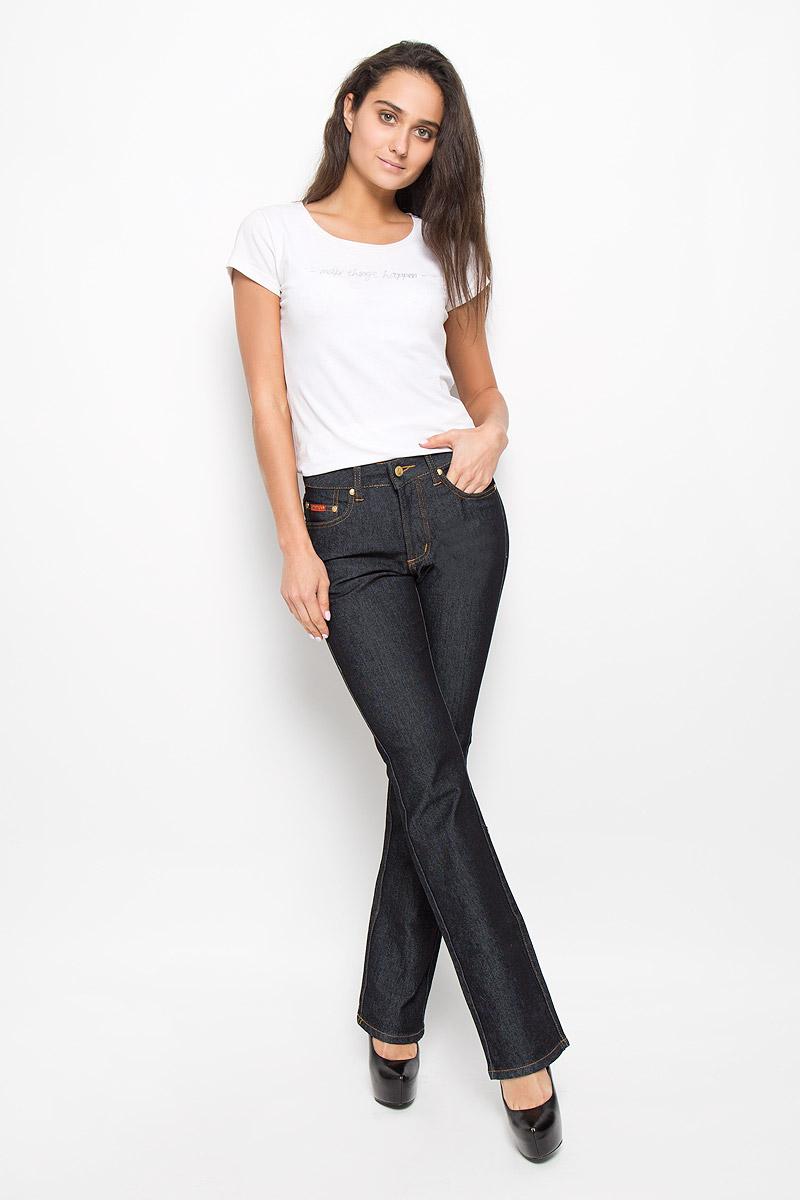 Джинсы женские Montana Bell, цвет: темно-серый. 10722 RW. Размер 28-33,5 (46-33,5)10722 RWСтильные женские джинсы Montana Bell - отличная модель на каждый день, которая прекрасно вам подойдет. Изделие изготовлено из хлопка с добавлением полиэстера и спандекса. Джинсы-клеш средней посадки на талии застегиваются на металлическую пуговицу, также имеются ширинка на застежке-молнии и шлевки для ремня. Спереди модель дополнена двумя втачными карманами со и одним маленьким накладным кармашком, а сзади - двумя накладными карманами. Модель оформлена модной контрастной прострочкой. Эти эффектные и в то же время комфортные джинсы послужат превосходным дополнением к вашему гардеробу.