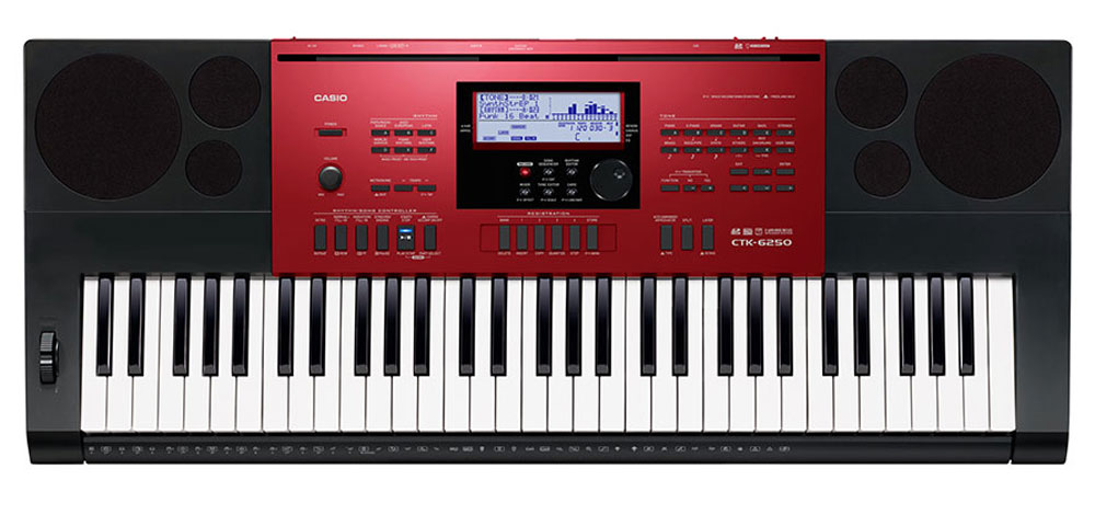 Casio CTK-6250, Red Black цифровой синтезаторCTK-6250Музыканты, которые ищут одновременно первоклассный по звучанию и мощный по творческим возможностям инструмент, сразу оценят Casio CTK-6250. Огромные возможности обработки и создания собственных музыкальных композиций достигаются в СТК-6250 не только путем редактирования стилей или создания собственных уникальных тембров, но и за счет наличия функций, помогающих при игре в реальном времени (регистрационная память, арпеджиатор, авто-гармонизатор). Также немаловажно наличие слота для SD карт, позволяющего записывать любые идеи на внешний цифровой носитель.Чувствительные к касанию клавиши фортепианного типа дают возможность экспрессивной игры с разными динамическими нюансами. Высококачественные 700 AHL тембров воссоздают чистые и динамичные звуки, которые можно использовать как для классических фортепианных произведений так и во многих других жанрах. 210 ритмов дают возможность яркого погружения в мир музыки.Арпеджиатор разделяет аккорд, проигрываемый на клавиатуре, на последовательность отдельных нот и автоматически их воспроизводит. Идеален для стилей данс и электро!Можно создать и сохранить до 100 уникальных тембров, изменяя настройки базовых. Редактируются такие параметры, как attack time, release time, filter cut-off, vibrato, reverb send и chorus send.Поп-ритмы с джазовыми чертами, танцевальные стили с элементами рока: объединяйте и редактируйте партии разных стилей при помощи редактора стилей. Эта функция дает возможность изменения басовой фразы или звука ударных. Можно сохранить до 10 полученных стилей.Разнообразие звуков в лучшем проявлении: CTK-6000 может проигрывать до 48 нот одновременно, превращая интерпретацию любых музыкальных произведений в истинное удовольствие. Быстрый доступ: тембр, стиль, темп и другие настройки можно быстро сохранять и извлекать с помощью регистрационной памяти (32 ячейки: 8 банков х 4 установки). Отличное подспорье для игры на сцене.Библиотека Музыкальных предустановок позволяет 