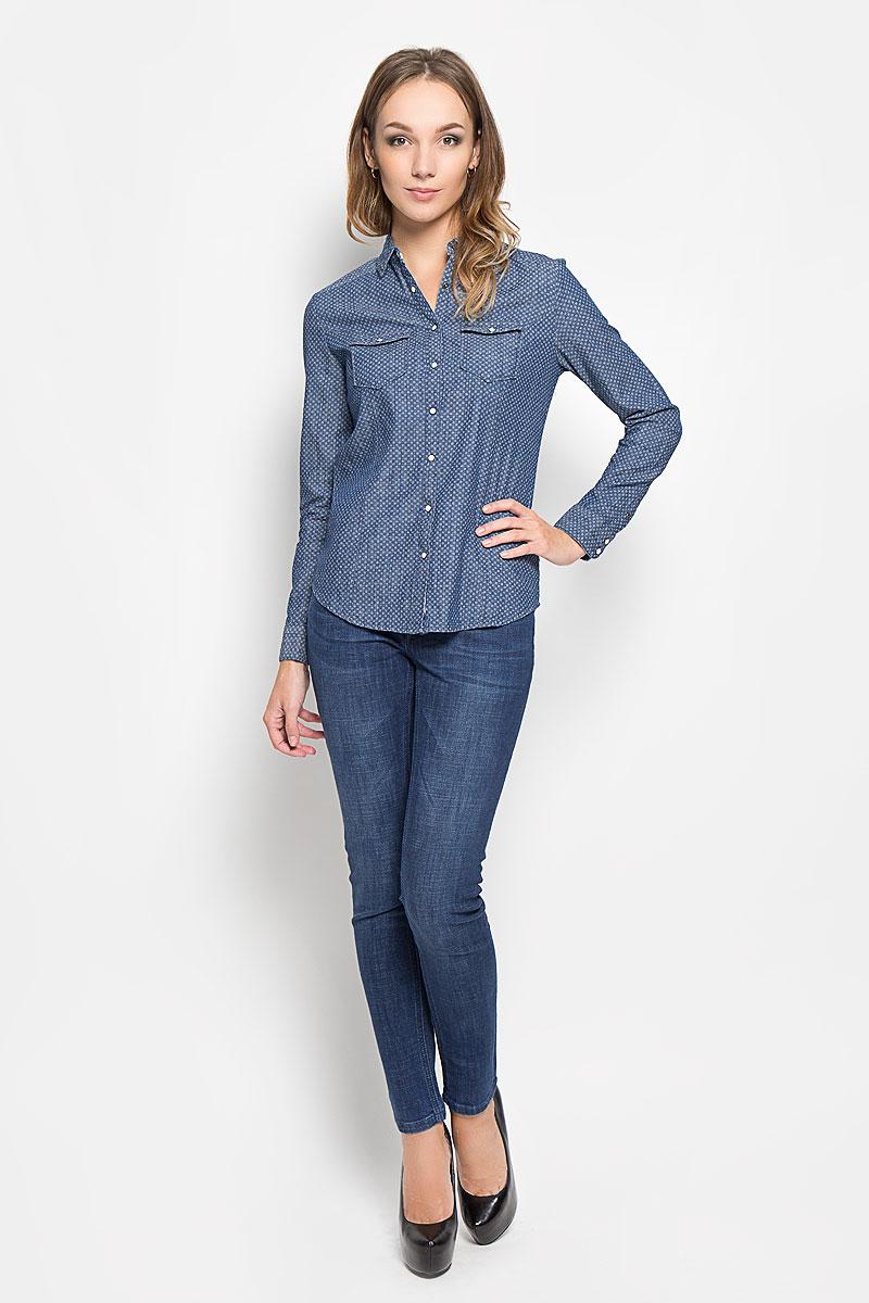 Рубашка женская Lee Cooper, цвет: синий. DONNAML. Размер XS (40)DONNAML/3465/BLUEDENIMЖенская рубашка Lee Cooper, выполненная из высококачественного 100% хлопка, обладает высокой теплопроводностью, воздухопроницаемостью и гигроскопичностью, позволяет коже дышать, тем самым обеспечивая наибольший комфорт при носке.Модель классического кроя с отложным воротником застегивается на пуговицы. Длинные рукава рубашки дополнены манжетами на пуговицах. На груди расположены 2 кармана, закрывающиеся клапанами на пуговицах. Рубашка оформлена оригинальным мелким принтом.Такая рубашка подчеркнет ваш вкус и поможет создать великолепный стильный образ.
