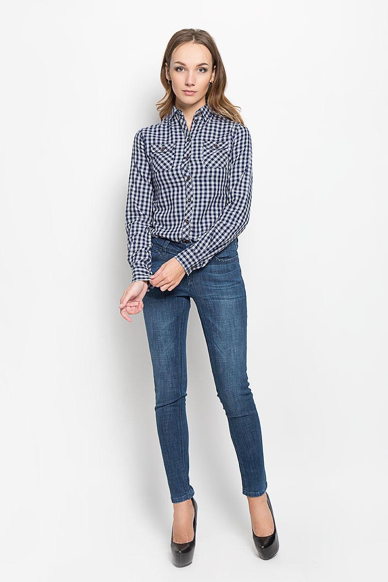 Рубашка женский Lee Cooper, цвет: синий, серый. LCHWW043. Размер M (44)LCHWW043/NAVYЖенская рубашка Lee Cooper, выполненная из высококачественного хлопка, обладает высокой теплопроводностью, воздухопроницаемостью и гигроскопичностью, позволяет коже дышать, тем самым обеспечивая наибольший комфорт при носке.Модель с отложным воротником застегивается на пуговицы. Рубашка дополнена двумя накладными карманами на пуговицах на груди. Длинные рукава рубашки дополнены манжетами на пуговицах. Изделие оформлено актуальным принтом в мелкую клеткуТакая рубашка подчеркнет ваш вкус и поможет создать великолепный стильный образ.