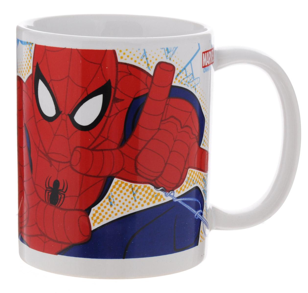 Disney Кружка детская Спайдермен 330 мл78307Детская кружка Disney Спайдермен с любимым героем станет отличным подарком для вашего ребенка. Она выполнена из керамики и оформлена изображением Человека-паука.Кружка дополнена удобной ручкой. Такой подарок станет не только приятным, но и практичным сувениром: кружка будет незаменимым атрибутом чаепития, а оригинальное оформление кружки добавит ярких эмоций и хорошего настроения.Можно использовать в СВЧ-печи и посудомоечной машине.
