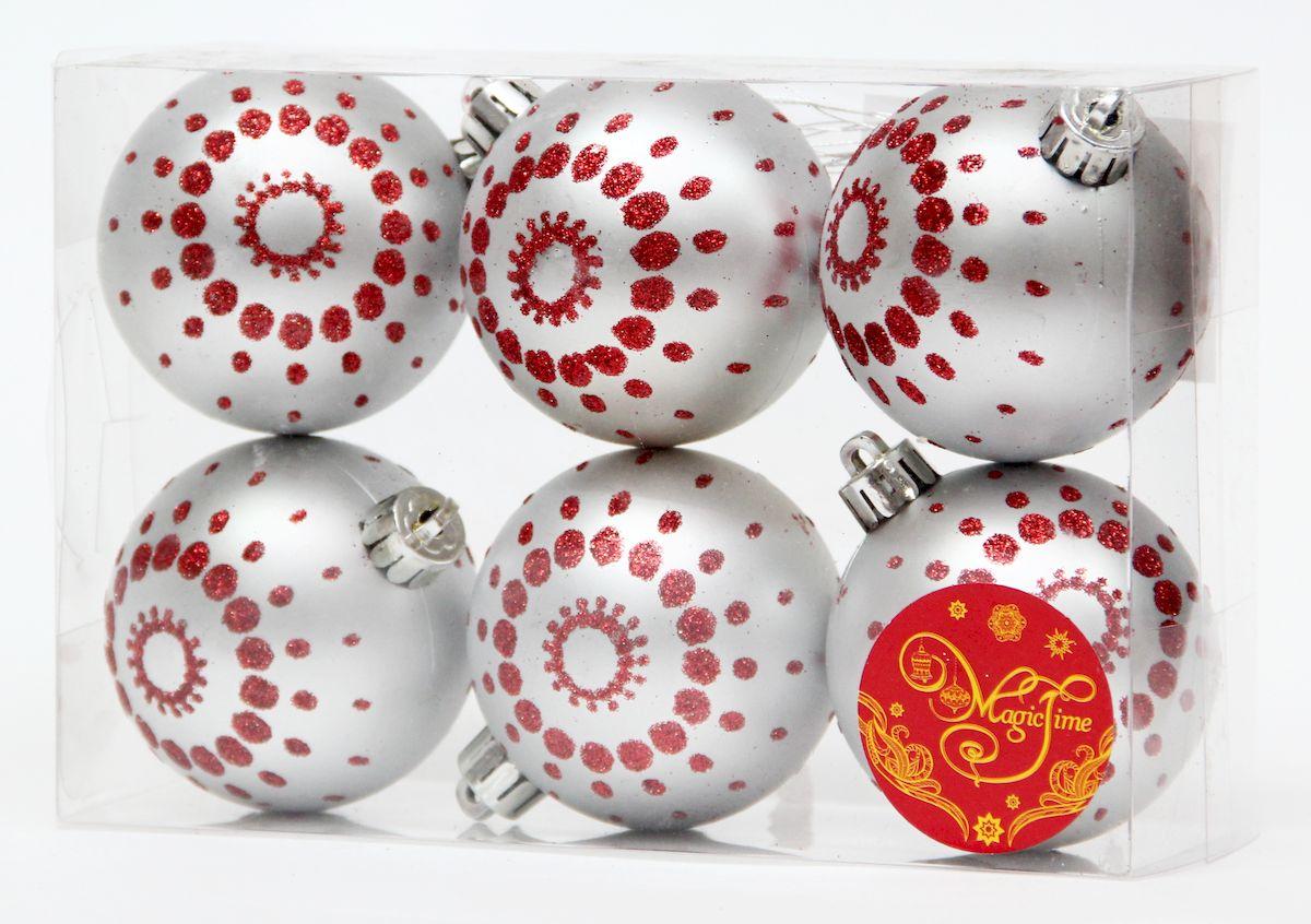 """Новогоднее подвесное украшение Magic Time """"Шар серебряный с красными точками"""" прекрасно подойдет  для праздничного декора новогодней ели. Изделия выполнены из высококачественного пластика. Для удобного  размещения на елке на украшениях предусмотрены ушки и веревочки.   Елочная игрушка - символ Нового года. Она несет в себе волшебство и красоту праздника.  Создайте в своем доме атмосферу веселья и радости, украшая новогоднюю елку нарядными  игрушками, которые будут из года в год накапливать теплоту воспоминаний.  Откройте для себя удивительный мир сказок и грез. Почувствуйте волшебные минуты  ожидания праздника, создайте новогоднее настроение вашим дорогим и близким."""