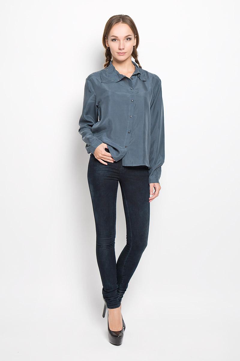 Блузка женская Diesel, цвет: серо-синий. 00STN6-0IAMT. Размер L (48)00STN6-0IAMT/9ASСтильная женская блуза Diesel, выполненная из натурального шелка, подчеркнет ваш уникальный стиль и поможет создать оригинальный женственный образ.Блузка свободного кроя с длинными рукавами и отложным воротником застегивается на пуговицы по всей длине. Рукава дополнены манжетами на пуговицах. В боковых швах обработаны небольшие разрезы. Такая блузка будет дарить вам комфорт в течение всего дня и послужит замечательным дополнением к вашему гардеробу.