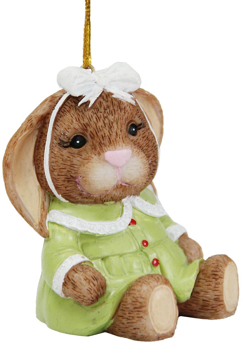 Украшение новогоднее подвесное Magic Time Милая зайка в зеленом платье, 4,6 х 4,6 х 6 см39247Новогоднее подвесное украшение Magic Time Милая зайка в зеленом платье выполнено из полирезины. С помощью специальной петельки украшение можно повесить в любом понравившемся вам месте. Но, конечно, удачнее всего оно будет смотреться на праздничной елке.Елочная игрушка - символ Нового года. Она несет в себе волшебство и красоту праздника. Создайте в своем доме атмосферу веселья и радости, украшая новогоднюю елку нарядными игрушками, которые будут из года в год накапливать теплоту воспоминаний.