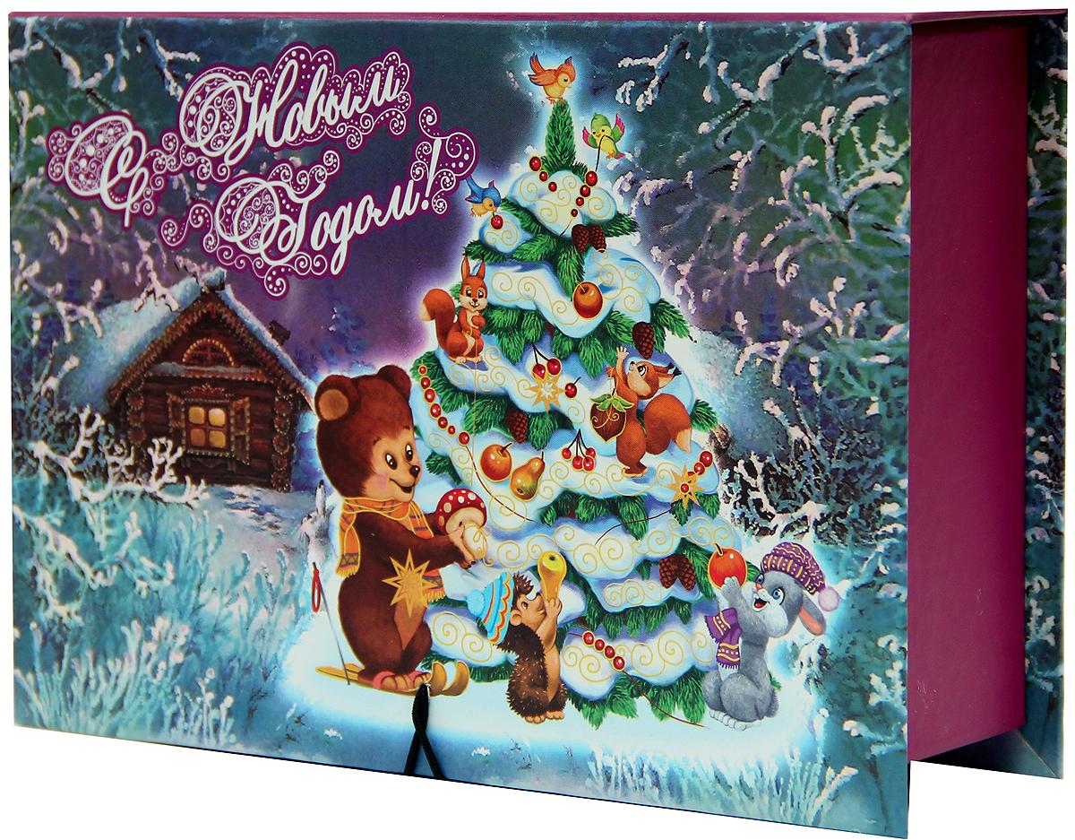 Коробка подарочная Magic Time Нарядная елочка, 20 х 14 х 6 см. 3925839258Подарочная коробка Magic Time Нарядная елочка,выполненная измелованного, ламинированного картона,закрывается на пуговицу. Крышка оформлена декоративным рисунком. Подарочная коробка - это наилучшее решение, если вы хотите порадовать вашихблизких и создать праздничное настроение, ведь подарок, преподнесенный воригинальной упаковке, всегда будет самым эффектным и запоминающимся.Окружите близких людей вниманием и заботой, вручив презент в нарядном,праздничном оформлении. Плотность картона: 1100 г/м2.