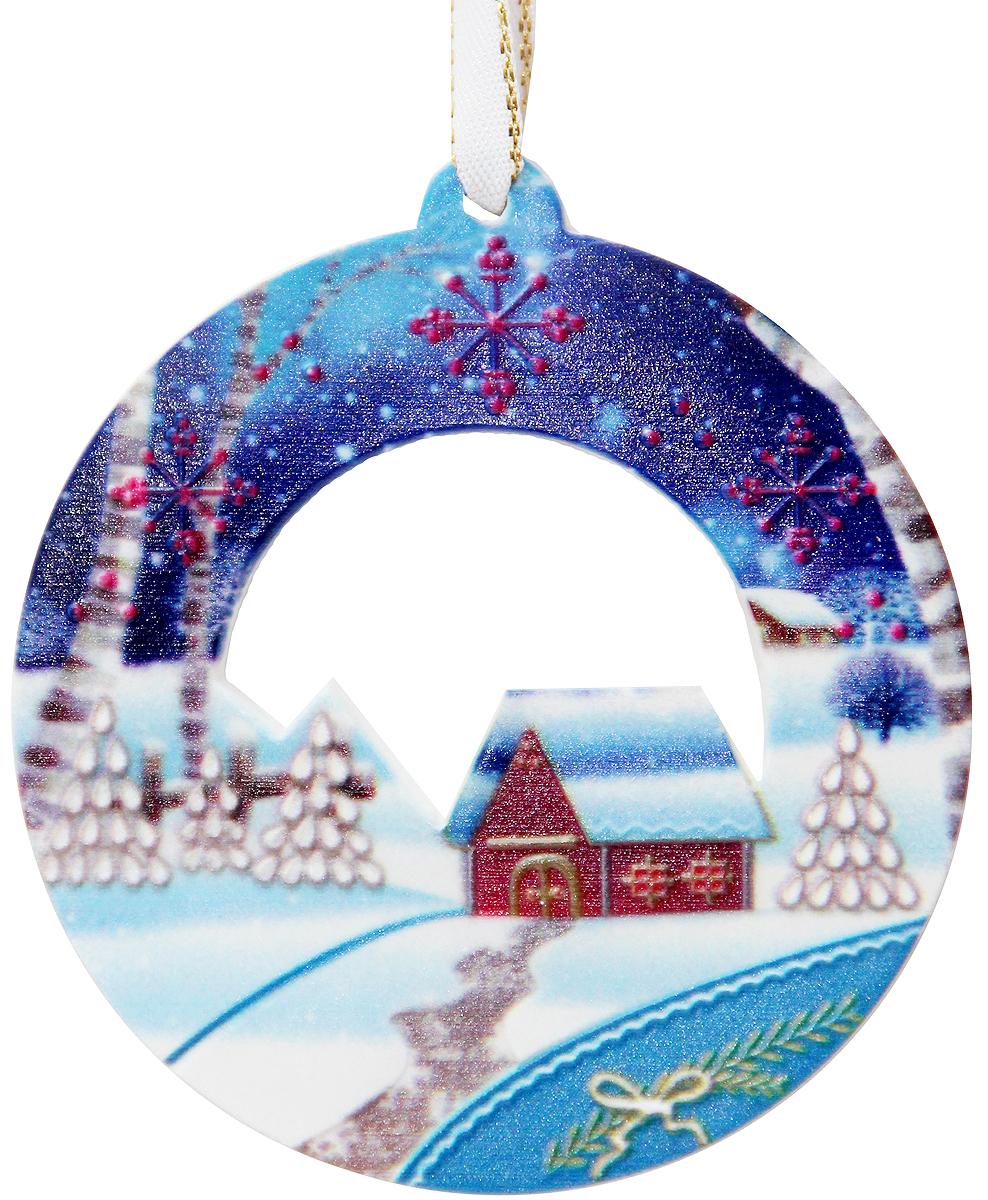 Украшение новогоднее подвесное Magic Time, 8 х 8,5 х 0,6 см. 4176841768Новогоднее подвесное украшение Magic Time выполнено из полирезины. С помощью специальной петельки украшение можно повесить в любом понравившемся вам месте. Но, конечно, удачнее всего оно будет смотреться на праздничной елке.Елочная игрушка - символ Нового года. Она несет в себе волшебство и красоту праздника. Создайте в своем доме атмосферу веселья и радости, украшая новогоднюю елку нарядными игрушками, которые будут из года в год накапливать теплоту воспоминаний.