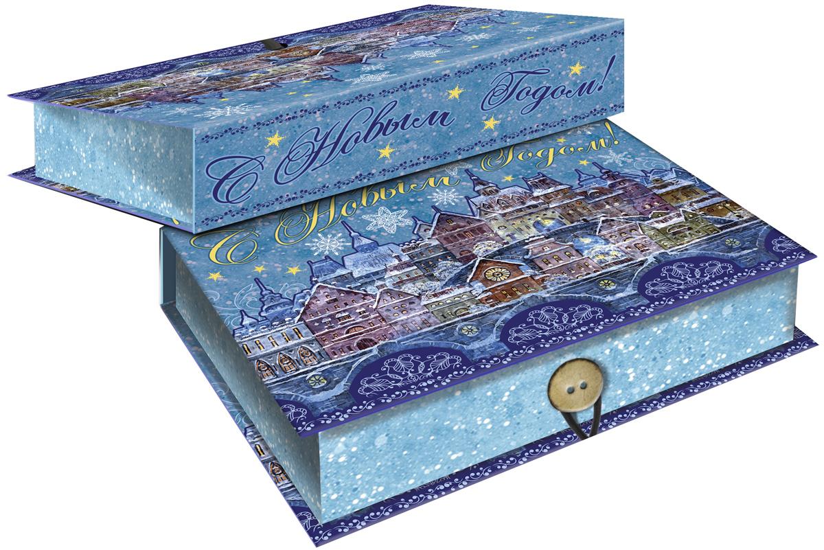 Коробка подарочная Magic Time Сказочный город, 18 х 12 х 5 см. 4178241782Подарочная коробка Magic Time Сказочный город, выполненная из мелованного, ламинированного картона, закрывается на пуговицу. Крышка оформлена декоративным рисунком.Подарочная коробка - это наилучшее решение, если вы хотите порадовать ваших близких и создать праздничное настроение, ведь подарок, преподнесенный в оригинальной упаковке, всегда будет самым эффектным и запоминающимся. Окружите близких людей вниманием и заботой, вручив презент в нарядном, праздничном оформлении.Плотность картона: 1100 г/м2.
