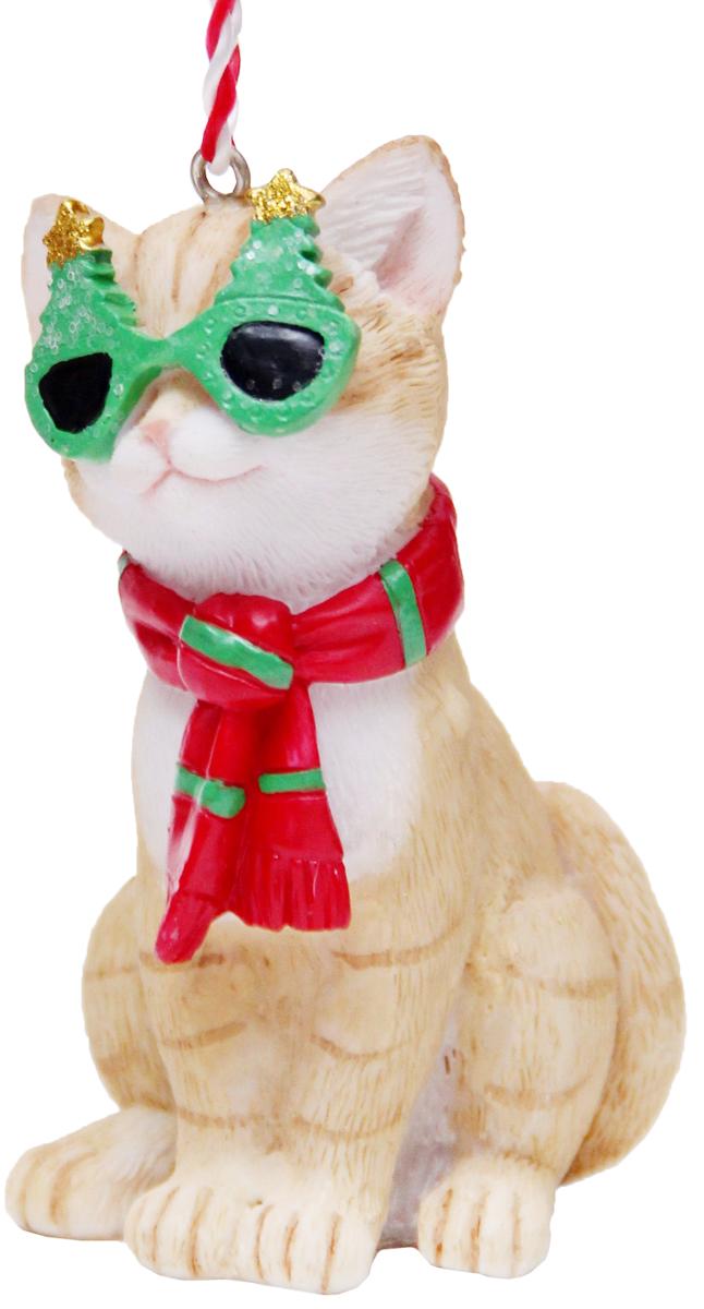 Украшение новогоднее подвесное Феникс-Презент Кот в шарфике, высота 8,5 см41952Новогоднее подвесное украшение Феникс-Презент Кот в шарфике выполнено из полирезина в виде кота. С помощью специальной петельки украшение можно повесить в любом понравившемся вам месте. Но, конечно, удачнее всего оно будет смотреться на праздничной елке.Елочная игрушка - символ Нового года. Она несет в себе волшебство и красоту праздника. Создайте в своем доме атмосферу веселья и радости, украшая новогоднюю елку нарядными игрушками, которые будут из года в год накапливать теплоту воспоминаний.