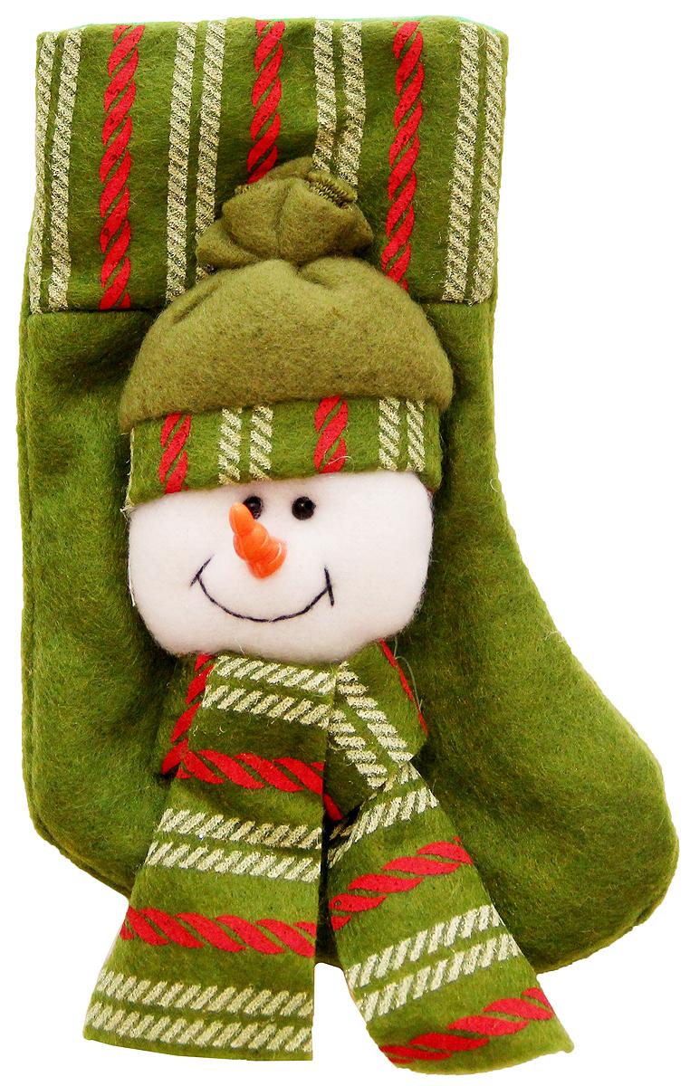 Украшение новогоднее подвесное Magic Time Снеговик в шапке, 17 x 9 см. 4253542535Новогоднее подвесное украшение Феникс-Презент Снеговик в шапке выполнено из полиэстера в виде носка для подарков. С помощью специальной петельки украшение можно повесить в любом понравившемся вам месте.