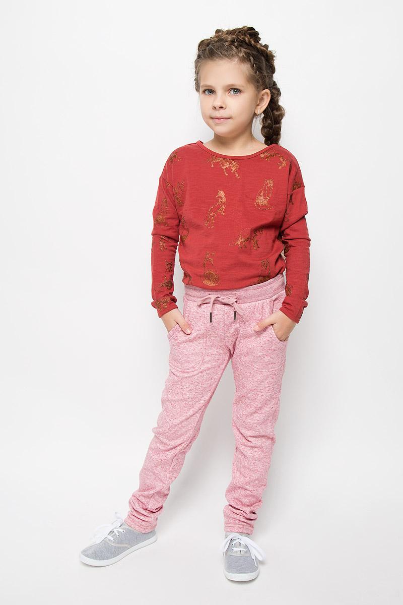 Брюки спортивные для девочки Sela, цвет: дымчато-розовый. Pk-615/1000-6415. Размер 140, 10 летPk-615/1000-6415Утепленные спортивные брюки для девочки Sela идеально подойдут вашей маленькой моднице. Изготовленные из полиэстера и хлопка, они необычайно мягкие и приятные на ощупь, не сковывают движения и хорошо пропускают воздух, обеспечивая комфорт. Изнаночная сторона с мягким плюшевым ворсом. Отделка брюк выполнена из эластичного хлопка.Брюки слегка зауженного кроя дополнены в поясе мягкой трикотажной резинкой с затягивающимся шнурком. Спереди расположены два втачнах кармашка.В таких брючках вашей принцессе будет тепло, уютно и комфортно!