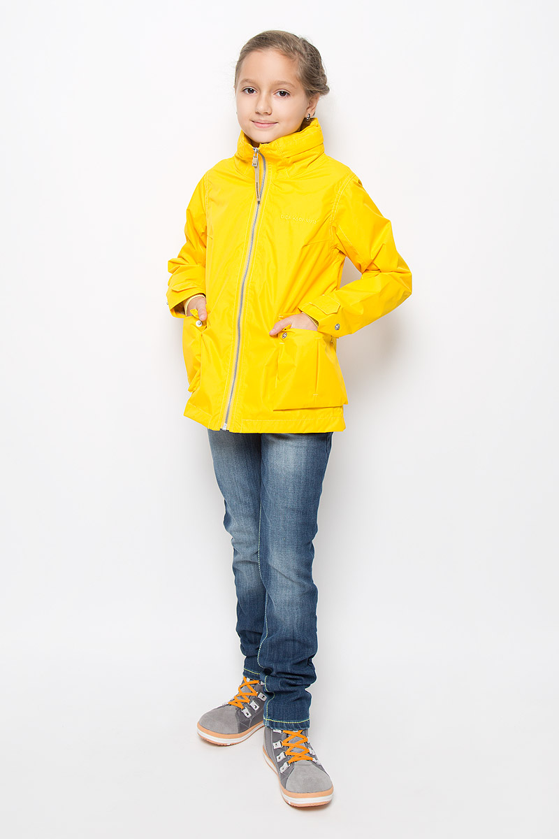 Куртка для девочки Didriksons1913 Holly, цвет: желтый. 500720_50. Размер 150500720_50Оригинальная куртка для девочки Didriksons1913 Holly защитит вашу дочурку от ветра и дождя, а также станет ярким дополнением к детскому гардеробу. Куртка изготовлена из полиэстера. На подкладке рукавов используется полиамид. Куртка со съемным капюшоном и воротником-стойкой застегивается на пластиковую застежку-молнию и имеет внутреннюю ветрозащитную планку. Капюшон по краю дополнен эластичными вставками. Он пристегивается к куртке при помощи кнопок. На рукавах предусмотрены небольшие хлястики на кнопках. Спереди имеются два накладных кармана с клапанамина кнопках. С внутренней стороны изделия расположен большой накладной карман и один прорезной карман на молнии. Модель украшена вышитым названием бренда. Комфортная и удобная куртка идеально подойдет для прогулок и игр на свежем воздухе. В ней ваша принцесса всегда будет в центре внимания! Модель рассчитана на температуру от +12 до +17.