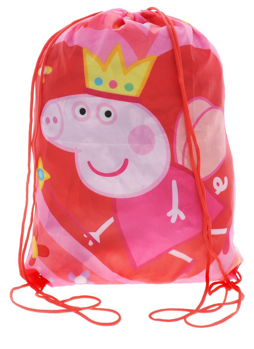 Peppa Pig Мешок для сменной обуви Пеппа королева29317Мешок для сменной обуви Peppa Pig Пеппа королева станет удобным помощником в школьной и спортивной жизни малышки, а любимая героиня будет долго радовать ее.Мешок изготовлен из полиэстера и содержит одно вместительное отделение, затягивающееся с помощью текстильных шнурков. Плотная ткань надежно защитит сменную обувь и одежду школьника от непогоды, а удобные шнурки позволят носить мешок, как в руках, так и за спиной.Ваш ребенок с радостью будет ходить с таким аксессуаром в школу!