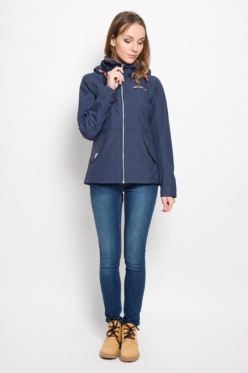 Куртка женская Didriksons1913 Lea, цвет: морской бриз. 500372_39. Размер 40 (48)500372_39Удобная женская куртка Didriksons1913 Lea согреет вас в прохладную погоду и позволит выделиться из толпы. Модель с длинными рукавами и съемным капюшоном на змейке выполнена из водонепроницаемой и непродуваемой мембранной ткани. Проклеенные швы и дополнительная пропитка от внешней влаги обеспечивают максимальную защиту.Куртка застегивается на застежку-молнию спереди. Изделие дополнено двумя втачными карманами с клапанами на пуговицах спереди и внутренним втачным карманом на застежке-молнии с отверстием для наушников, а также внутренним накладным карманом на кнопке. Манжеты рукавов застегиваются на пуговицы. Капюшон и низ куртки дополнены шнурком-кулиской со стопперами.Эта модная и в то же время комфортная куртка - отличный вариант для прогулок, она подчеркнет ваш изысканный вкус и поможет создать неповторимый образ.