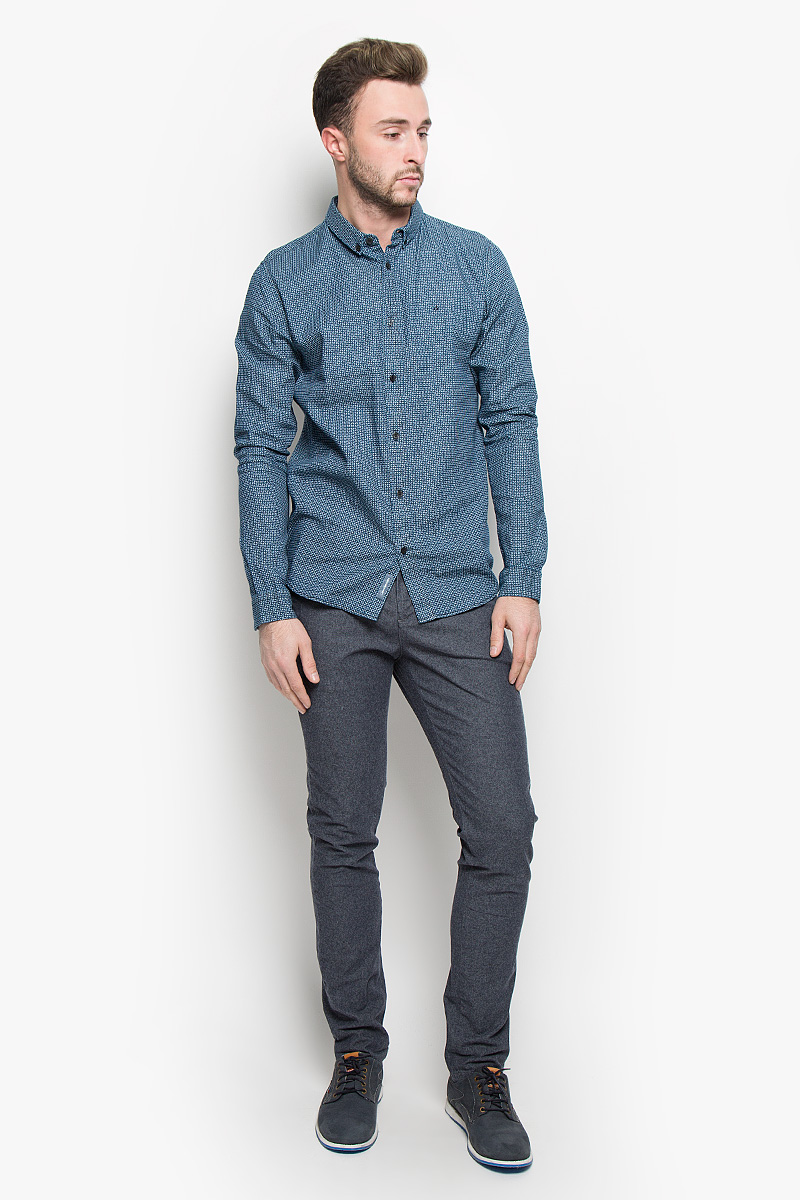 Брюки мужские Calvin Klein Jeans, цвет: синий. J30J300936. Размер 32 (48/50)J30J300936Мужские брюки Calvin Klein Jeans станут модным дополнением к вашему гардеробу. Изготовленные из эластичного хлопка, они мягкие и приятные на ощупь, не сковывают движения и позволяют коже дышать, обеспечивая комфорт. Брюки зауженного кроя на поясе застегиваются на пуговицу и имеют ширинку на застежке-молнии, а также шлевки для ремня. Спереди у модели предусмотрены два втачных кармана, сзади - два прорезных кармана на пуговицах.Современный дизайн и расцветка делают эти брюки стильным предметом одежды, они отлично дополнят ваш образ и подчеркнут неповторимый стиль.