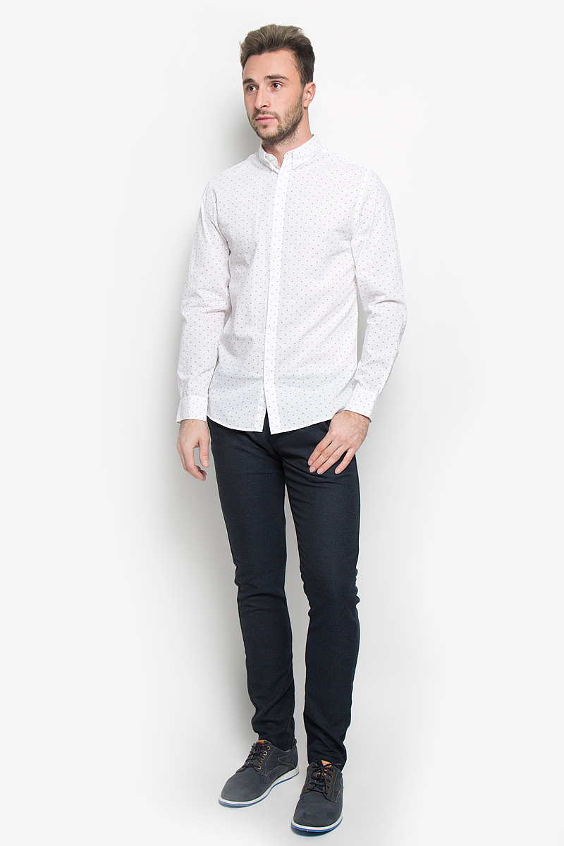 Рубашка мужская Selected Homme, цвет: белый. 16052233. Размер M (46)16052233_Bright WhiteСтильная мужская рубашка Selected Homme, выполненная из натурального хлопка, подчеркнет ваш уникальный стиль и поможет создать оригинальный образ. Такой материал великолепно пропускает воздух, обеспечивая необходимую вентиляцию, а также обладает высокой гигроскопичностью. Рубашка с длинными рукавами и отложным воротником застегивается на пуговицы спереди. Манжеты рукавов также застегиваются на пуговицы. Модель оформлена ненавязчивым принтом. Воротник фиксируется на пуговицы. Классическая рубашка - превосходный вариант для базового мужского гардероба и отличное решение на каждый день.Такая рубашка будет дарить вам комфорт в течение всего дня и послужит замечательным дополнением к вашему гардеробу.