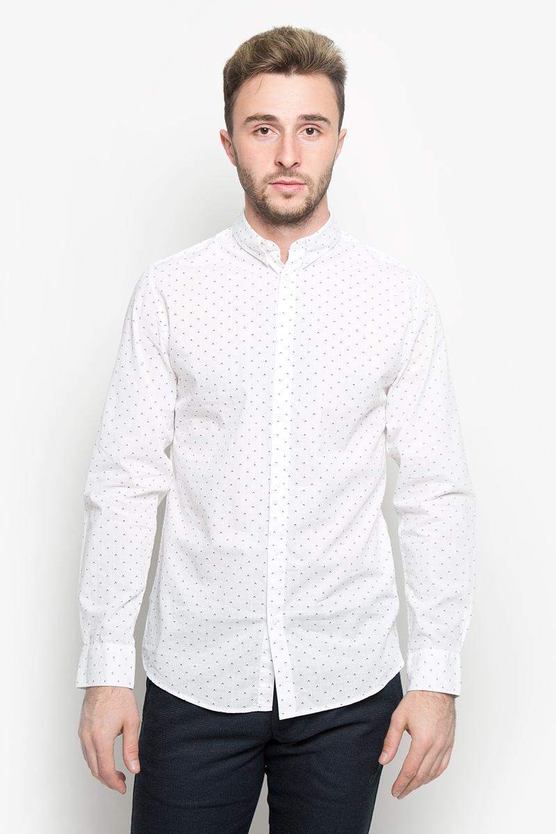 Рубашка мужская Selected Homme, цвет: белый. 16052233. Размер XL (50)16052233_Bright WhiteСтильная мужская рубашка Selected Homme, выполненная из натурального хлопка, подчеркнет ваш уникальный стиль и поможет создать оригинальный образ. Такой материал великолепно пропускает воздух, обеспечивая необходимую вентиляцию, а также обладает высокой гигроскопичностью. Рубашка с длинными рукавами и отложным воротником застегивается на пуговицы спереди. Манжеты рукавов также застегиваются на пуговицы. Модель оформлена ненавязчивым принтом. Воротник фиксируется на пуговицы. Классическая рубашка - превосходный вариант для базового мужского гардероба и отличное решение на каждый день.Такая рубашка будет дарить вам комфорт в течение всего дня и послужит замечательным дополнением к вашему гардеробу.