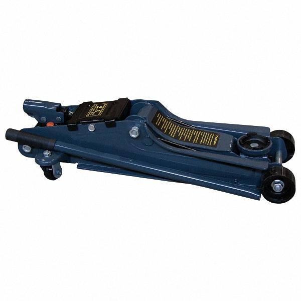 Домкрат подкатной Skyway, гидравлический, 2,5 т, высота 85-385 мм. S01802010S01802010Домкрат подкатной Skyway обладает большой грузоподъемностью, компактностью, плавностью хода и управлением под небольшим рабочим усилием. Гидравлические домкраты давно нашли активное применение в автосервисах. Ведь подъем грузов очень плавный, задерживание на указанной высоте длительно, а фиксация - точная.Внешне он напоминает тележку, которую подкатывают под автомобиль, состоящий из двух цилиндров, соединённых каналом с жидкостью. Домкрат быстро работает и очень удобен при эксплуатации и транспортировке.Домкрат поможет легко заменить колесо на вашем автомобиле, а также провести необходимые ремонтные работы вне условий автосервиса, поэтому и является обязательной составляющей в наборе инструментов транспортного средства.Преимущества:Запатентованная цельная рама.Уникальная система предотвращения чрезмерной откачки.Наличие двух задних шарнирных соединений для легкой транспортировки.