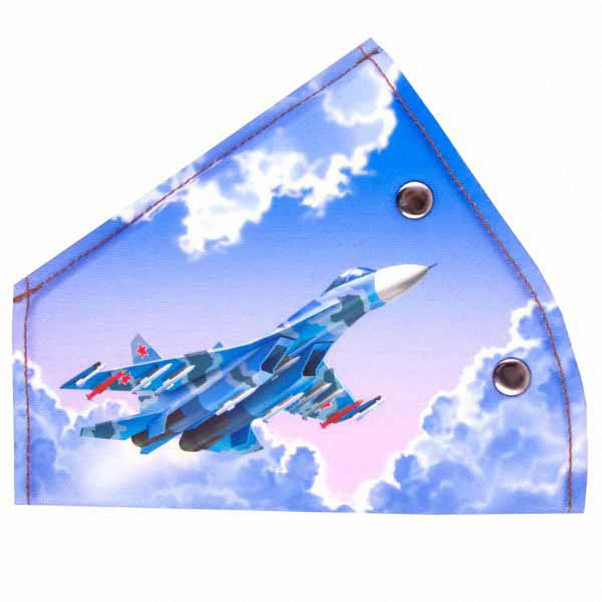 Адаптер ремня безопасности Skyway СамолетS04007001Детский адаптер ремня безопасности, изготовленный из полиэстера и декорированный красочным рисунком, удерживает ремень безопасности в положении, удобном для человека небольшого роста. Удерживающее устройство можно установить на любой трёхточечный ремень безопасности. Подходит для ремней безопасности как слева, так и справа. При перевозке ребёнка до 12 лет адаптер ремня безопасности разрешено устанавливать только на ремни заднего сиденья.Адаптер прост в установке, легко фиксируется при помощи быстрозастегивающегося крепления.Изделие уменьшает давление ремней на тело ребёнка, удаляет ремень от лица ребенка, обеспечивая ему комфорт во время поездок.Тип крепления: кнопки.
