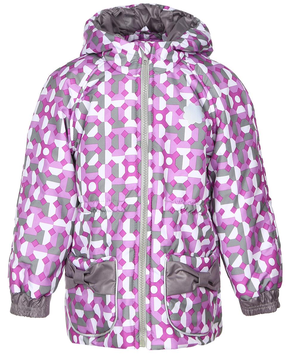 Куртка детская КотМарКот, цвет: сиреневый, серый. 25101. Размер 92/98, 2-3 года25101Куртка для девочки КотМарКот, изготовленная из полиэстера, станет стильным дополнением к детскому гардеробу. Материал приятный на ощупь, позволяет коже дышать, легко стирается, быстро сушится. Подкладка выполнена из натурального хлопка. В качестве утеплителя используется синтепон. Модель с капюшоном и длинными рукавами застегивается на пластиковую застежку-молнию с защитой подбородка и дополнительно имеет внутреннююветрозащитную планку. Спереди расположены два накладных кармана, украшенные бантиками. Талия регулируется при помощи эластичной резинки с стопперами. Дополнена модель светоотражающими элементами.Красивый цвет, модный силуэт обеспечивают куртке прекрасный внешний вид!Теплая, удобная и практичная куртка идеально подойдет юной моднице для прогулок!
