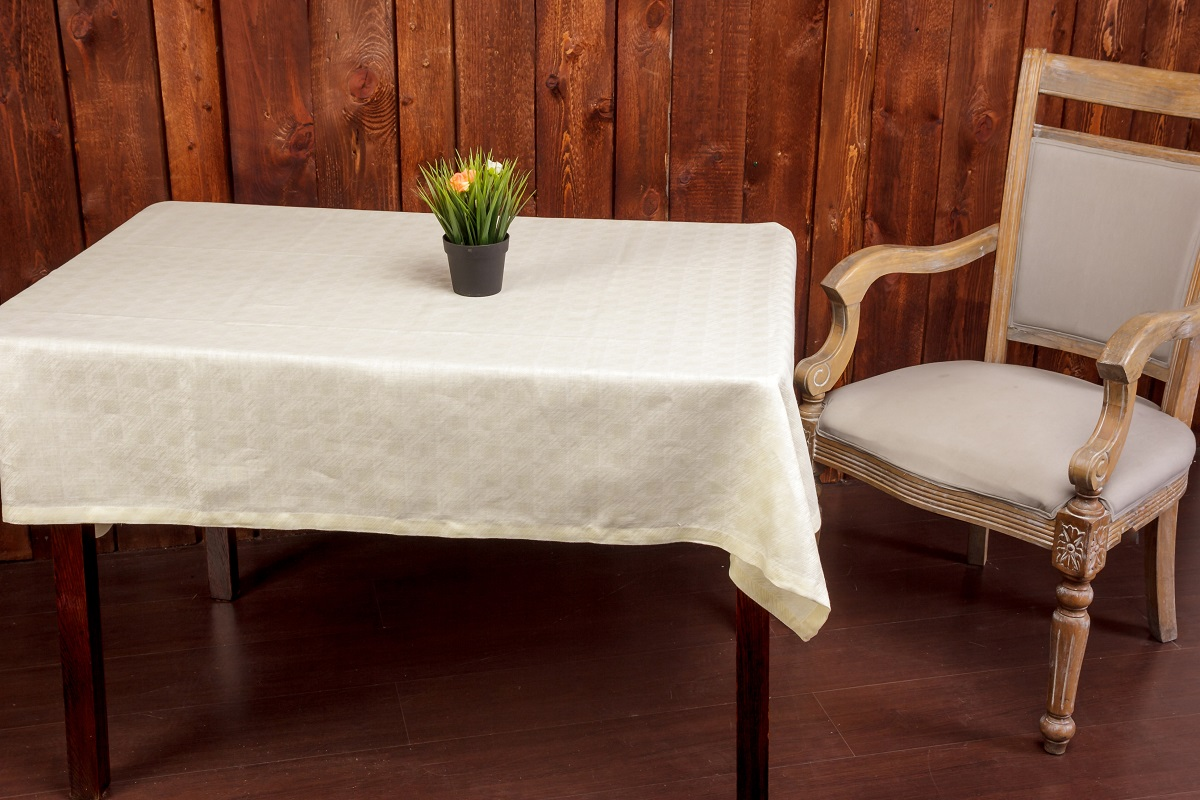 Классическая жаккардовая льняная скатерть - незаменимый аксессуар на вашей кухне! Украсит любой праздничный стол и добавит уюта за ежедневной трапезой.  Лён - поистине, уникальный природный материал, экологичнее которого сложно придумать. История льна восходит к Древнему Египту: в те времена одежда из льна считалась достойной фараонов! На Руси лён возделывали с незапамятных времен - изделия из льняной ткани считались показателем достатка, а льняная одежда служила символом невинности и нравственной частоты. Изделия из льна обладают уникальными потребительскими свойствами: льняное постельное белье даст вам ощущение прохлады в жаркую ночь и согреет в холода, скатерти из натурального льна придадут вашему дому уют и тепло натурального материала, а льняные полотенца порадуют вас невероятно долгим сроком службы на вашей кухне!