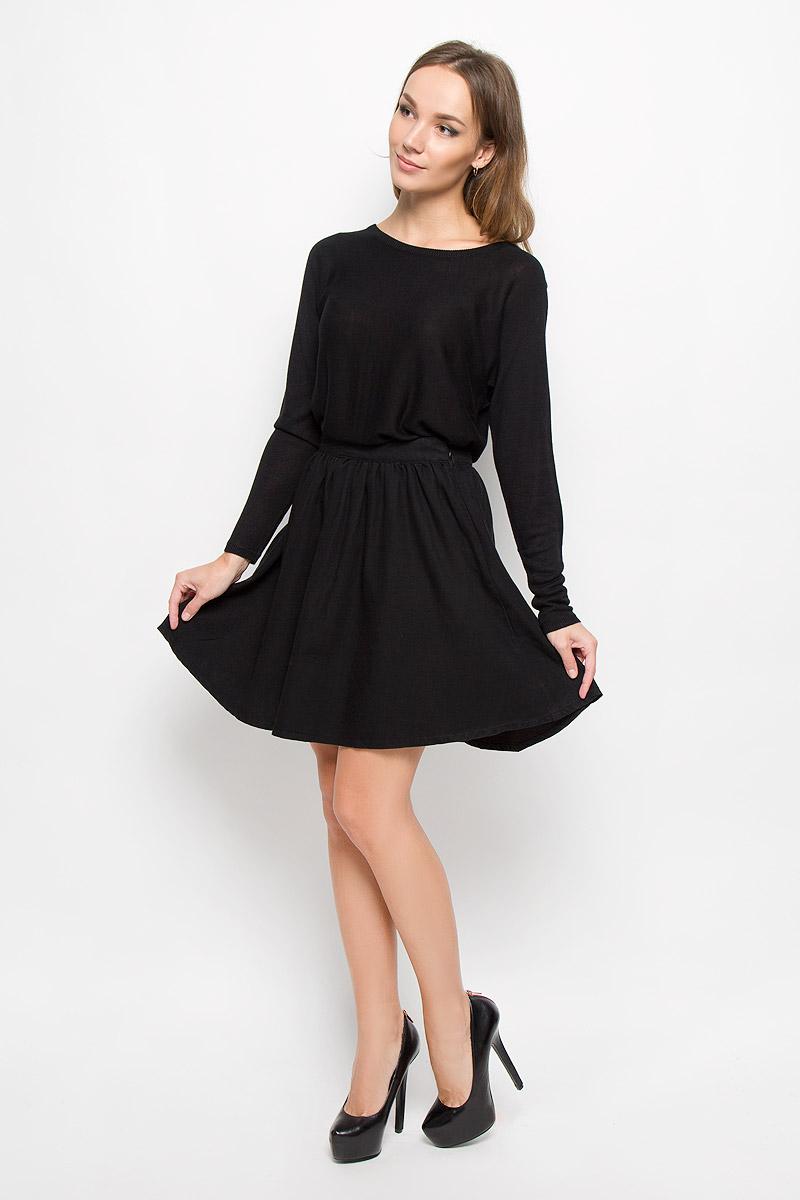 Юбка Vero Moda, цвет: черный. 10163640. Размер M (44)10163640_BlackМодная женская юбка Vero Moda, выполненная из 100% хлопка, обеспечит вам комфорт и удобство при носке. Стильная юбка-миди А-силуэта дополнена на поясе фирменными складочками, которые придают модели пышность. Изделие застегивается сбоку на застежку-молнию.Модная юбка-миди выгодно освежит и разнообразит ваш гардероб. Создайте женственный образ и подчеркните свою яркую индивидуальность!