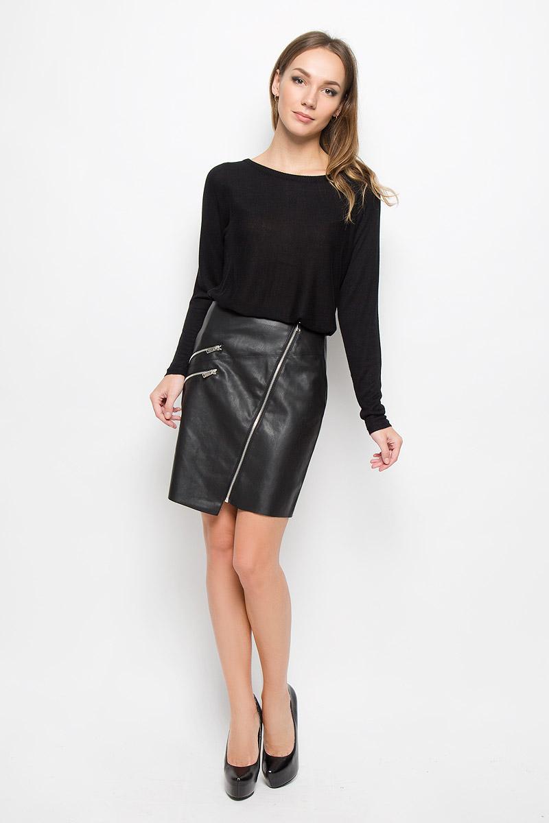 Юбка Vero Moda, цвет: черный. 10160559. Размер XS (40)10160559_BlackЭффектная юбка Vero Moda выполнена из высококачественных материалов: полиуретана и полиэстера, она обеспечит вам комфорт и удобство при носке. Юбка-миди застегивается по всей длине на стильную металлическую змейку и дополнена двумя карманами-обманками на змейках. Модная юбка выгодно освежит и разнообразит ваш гардероб. Создайте женственный образ и подчеркните свою яркую индивидуальность! Классический фасон и оригинальное оформление этой юбки сделают ваш образ непревзойденным.