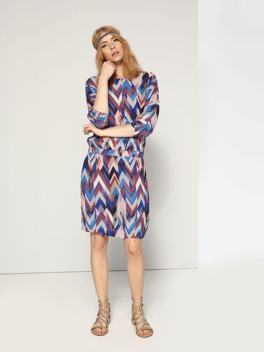 Платье Top Secret, цвет: белый, синий, розовый, оранжевый. SSU1646NI. Размер 34 (40)SSU1646NIЭлегантное платье Top Secret, изготовленное из высококачественной вискозы, оно мягкое на ощупь, не раздражает кожу и хорошо вентилируется.Модель-миди с V-образным вырезом горловины и цельнокроеными рукавами 3/4 по бокам имеет два втачных кармана. Пояс и манжеты рукавов дополнены эластичной резинкой. Оформлено платье контрастным принтом.
