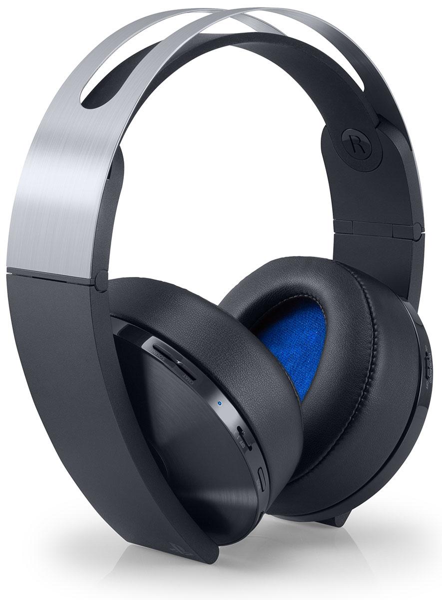 Sony PlayStation Platinum беспроводная гарнитура для PS4 (CECHYA-0090)1CSC20002466Sony PlayStation Platinum - это самая современная игровая гарнитура, позволяющая оживить игры на PS4 реалистичным и атмосферным звуком. Высококачественная конструкция и материалы гарнитуры обеспечивают дополнительный комфорт, как и виртуальный звук формата 7.1 с четким позиционированием, созданный по оригинальной технологии объемного аудио SIE.Игры PS4, поддерживающие объемное аудио, обеспечат полную звуковую панораму, включающую звуки как над, так и под игроком. Новая премиальная гарнитура также включает скрытые в корпусе микрофоны с технологией шумоподавления для более четкого общения. Данная модель подключается к PS VR и мобильными устройствами с помощью 3,5-мм кабеля, предусмотренного в комплекте.Как выбрать игровые наушники. Статья OZON Гид